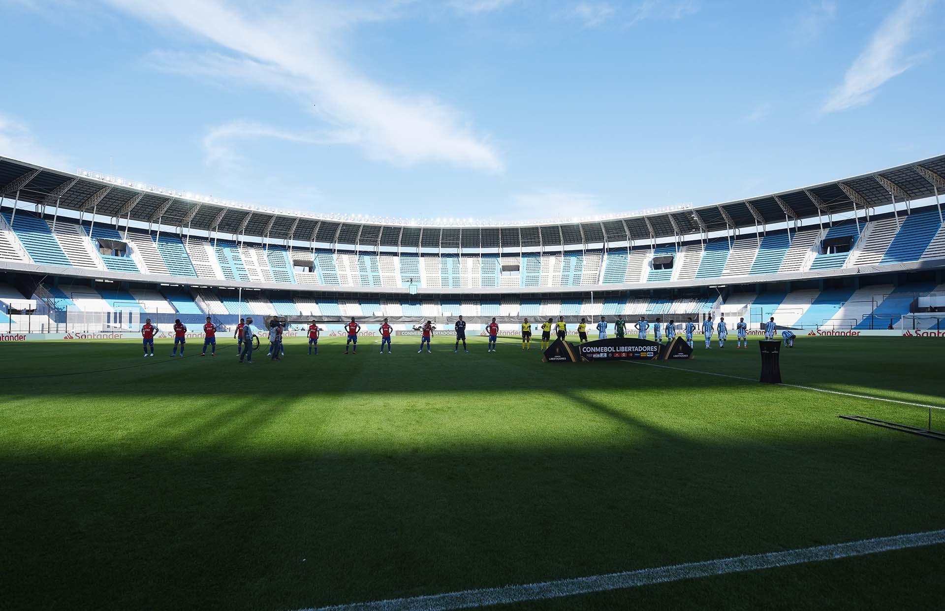 Imagen atípica: el Cilindro desierto, en medio de un partido internacional (REUTERS/Marcelo Endelli)