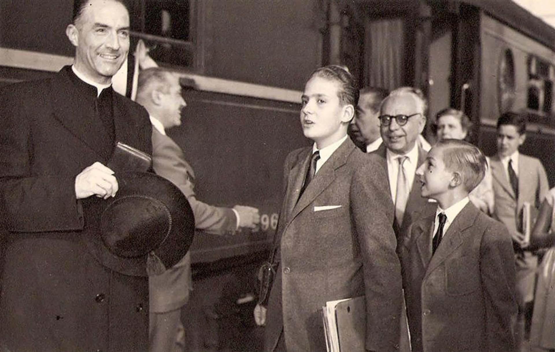 Su llegada a España luego del exilio de sus padres en Roma, Italia (Casa Real)