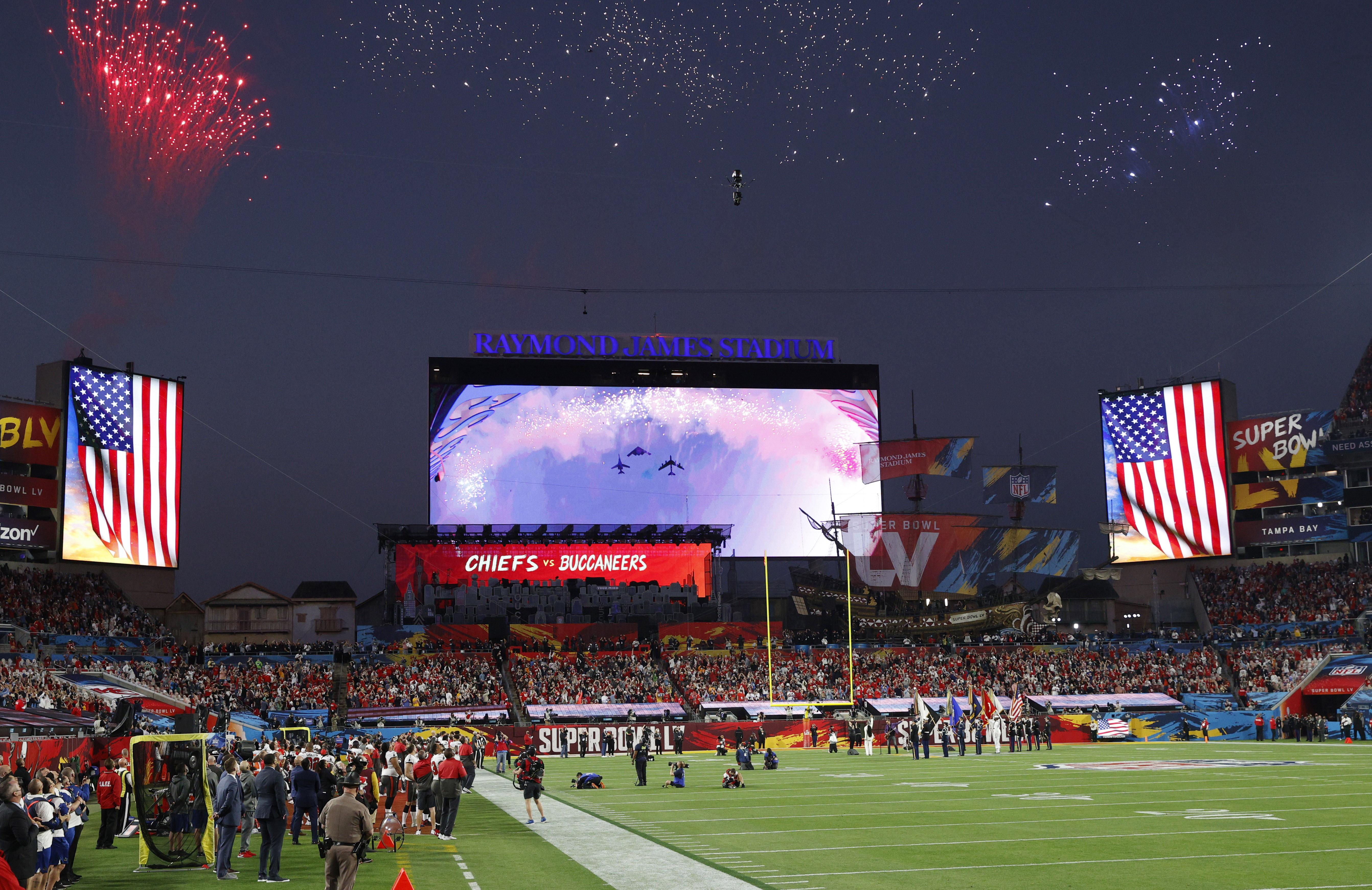 Miles de personas disfrutaron del juego en el entre Kansas City Chiefs y Tampa Bay Buccaneers