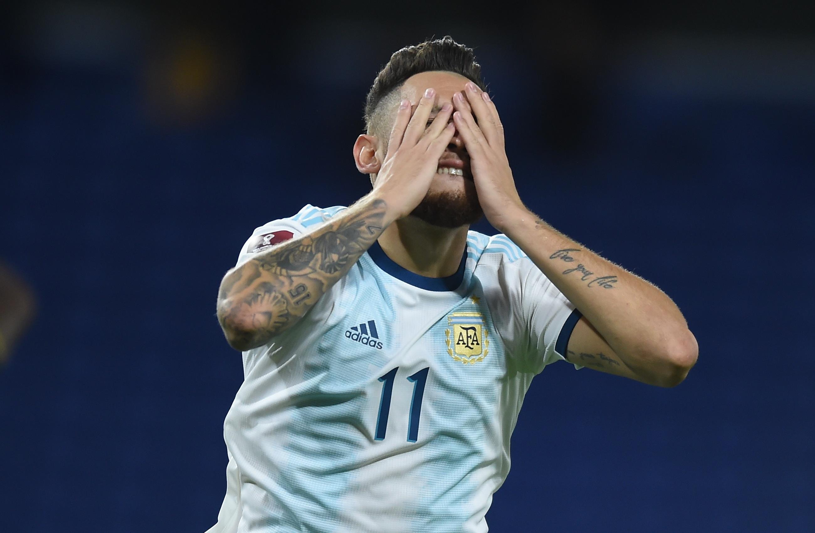 El lamento de Ocampos, en la jugada más clara del segundo tiempo: atajó el portero Domínguez (REUTERS/Marcelo Endelli)
