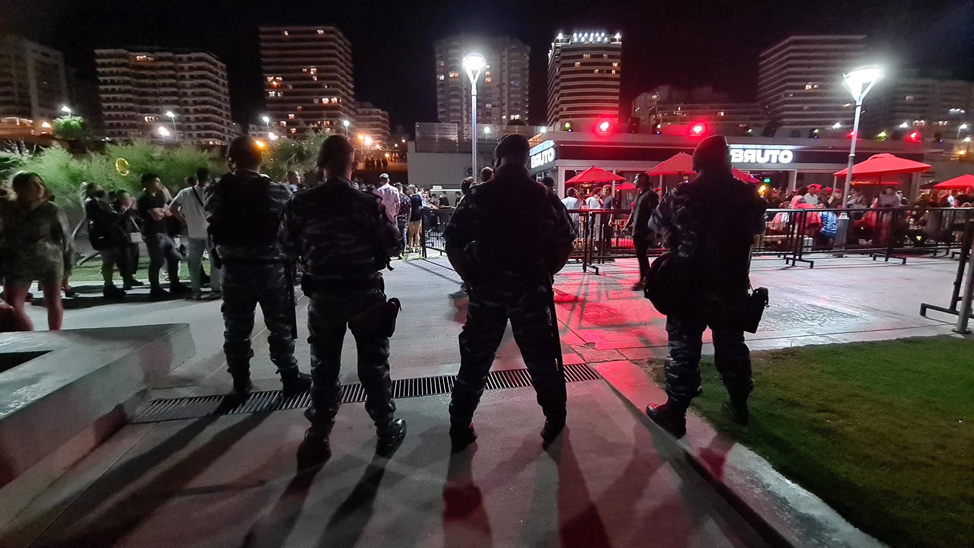 La policía bonaerense se hizo presente en la zona de bares y boliches de Playa Grande