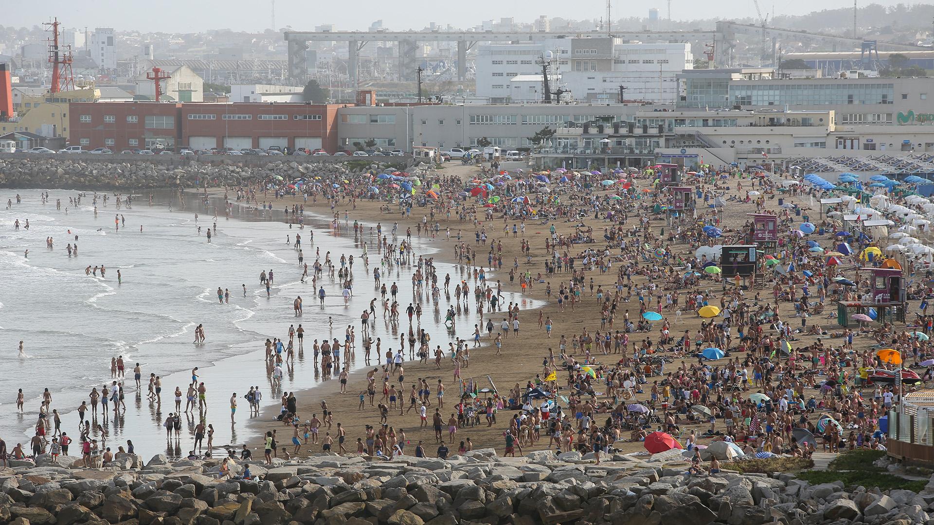 El primer fin de semana de la temporada 2021 en Mar del Plata cumplió con las expectativas previas: más de 150 mil turistas ingresaron a la ciudad. Son cifras que representan la llegada del turismo desde el miércoles 30 de diciembre al sábado 2 de enero.
