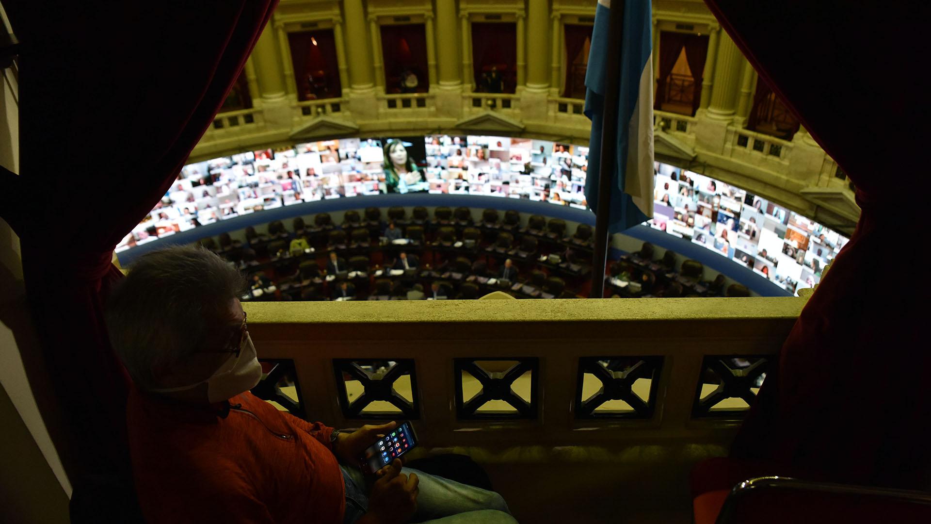 La sesión en la Cámara de Diputados comenzó pasadas las 18