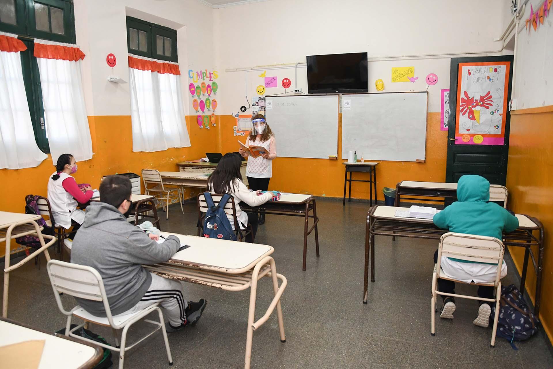 En septiembre, las clases presenciales también se reanudaron en forma parcial en la mayor parte del territorio de La Pampa, con estrictos protocolos y prioridad para los alumnos con los que no se pudo mantener el vínculo pedagógico a través de la modalidad virtual implementada por la pandemia del coronavirus