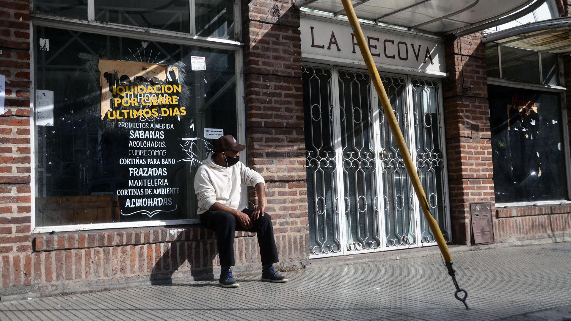 Una galería, ya cerrada, en Olazabal y Triunvirato