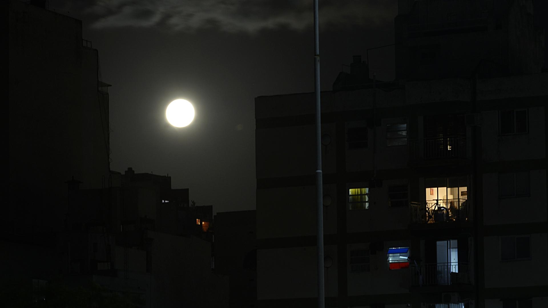 Con este fenómeno astronómico, la Ciudad de Buenos Aires le dio la despedida al mes de noviembre