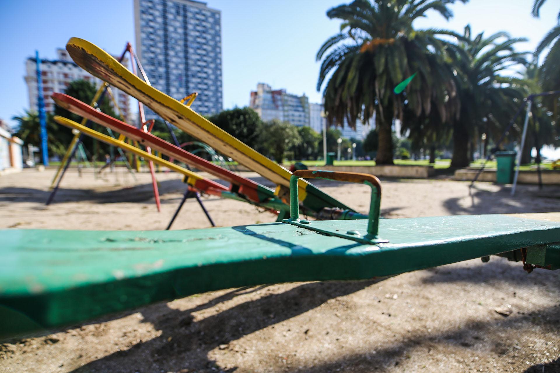 Las plazas de Mar del Plata estuvieron cerradas. Los niños todavía no pueden ir a los juegos para evitar el aglomeramiento (Christian Heit)