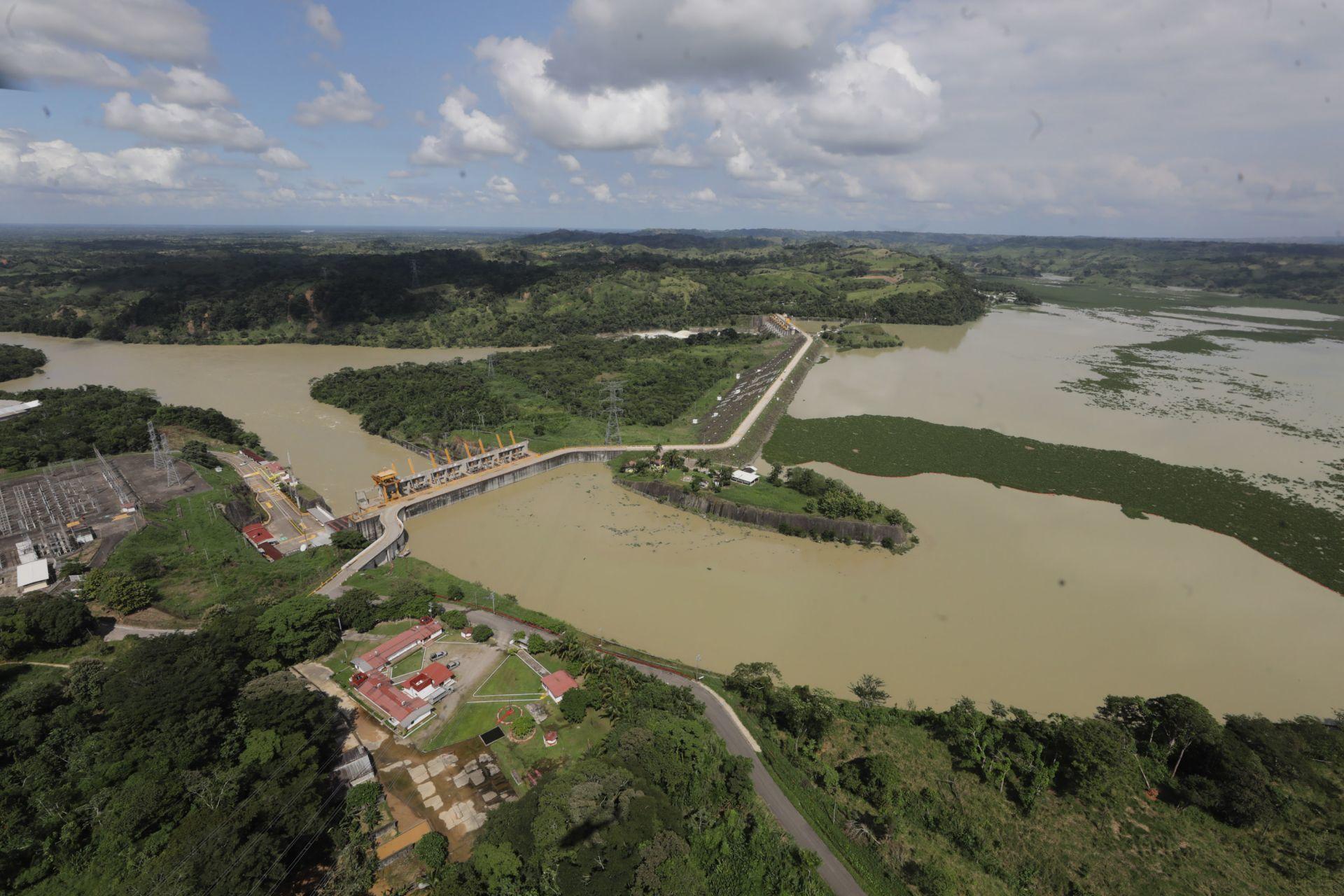 Ostuacán, Chiapas, 8 de noviembre de 2020. Imágenes del desfogue de la Presa Ángel Albino Corzo