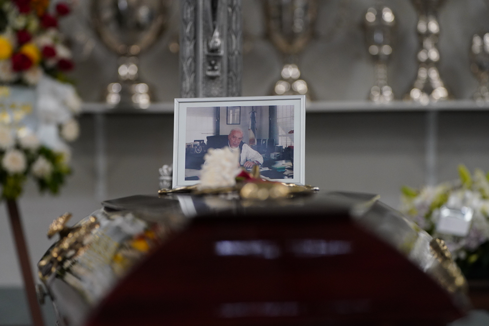 Su féretro y una foto del recordado Gallego.