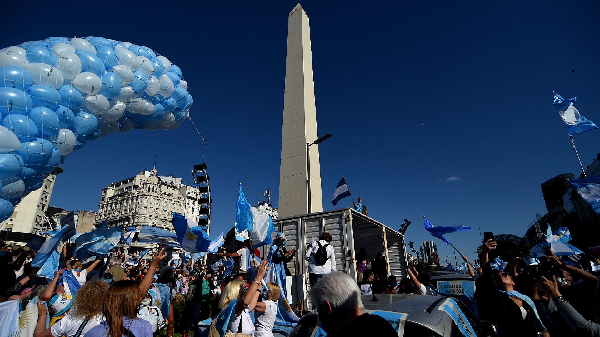 Sobre el final de la movilización en el Obelisco se realizó una suelta de globos