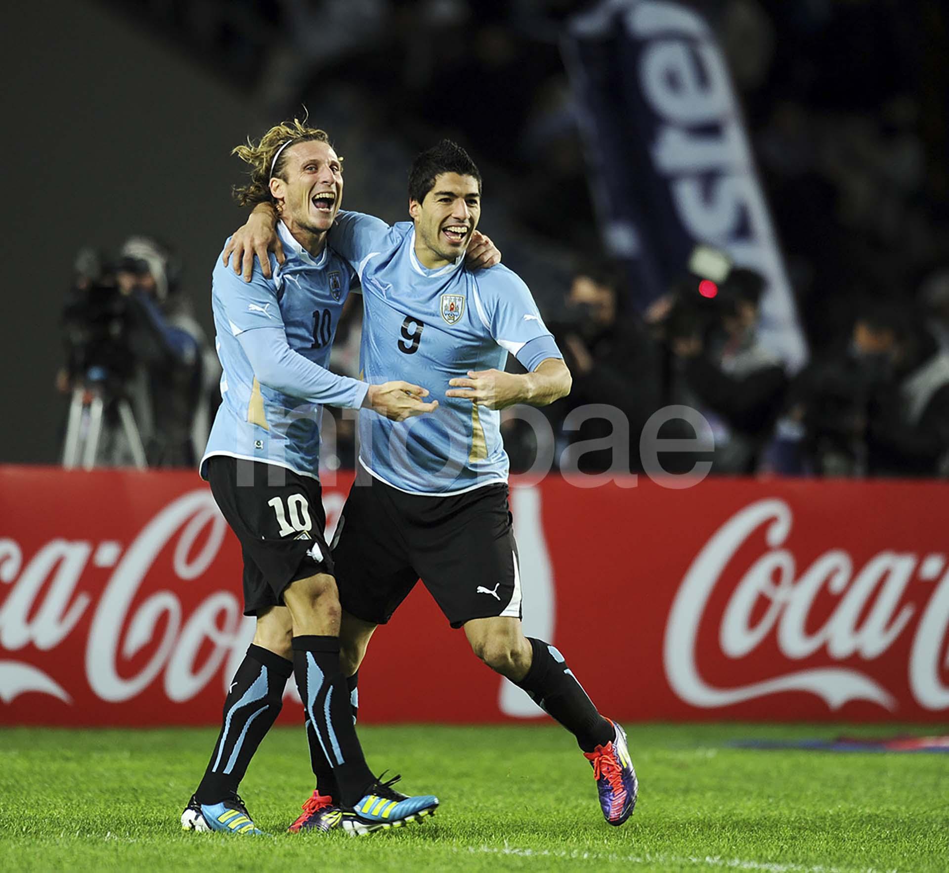 Diego Forlán y Luis Suárez fueron dos de las figuras de la selección de Uruguay que llegó hasta las semifinales en Sudáfrica 2010