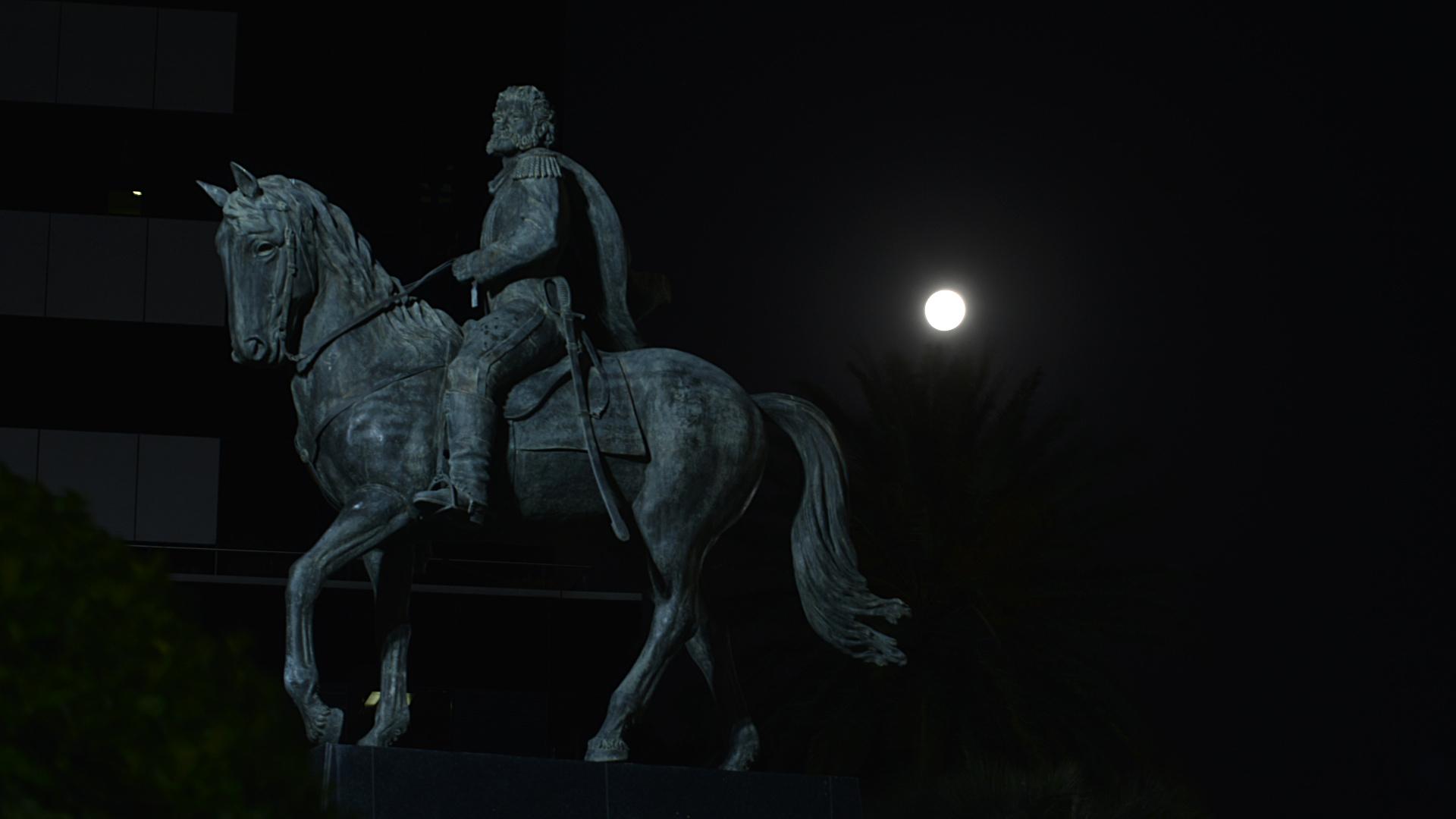 En un momento de la noche, la luna, la tierra y el sol se alinearon, y el espectáculo asombro a miles de personas en la Ciudad de Buenos Aires
