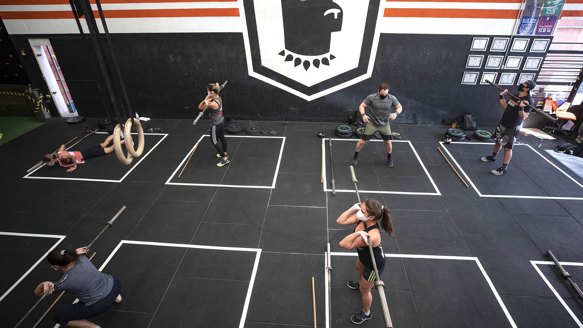 Los gimnasios deben cumplir con estrictos protocolos (AP/Andre Penner)
