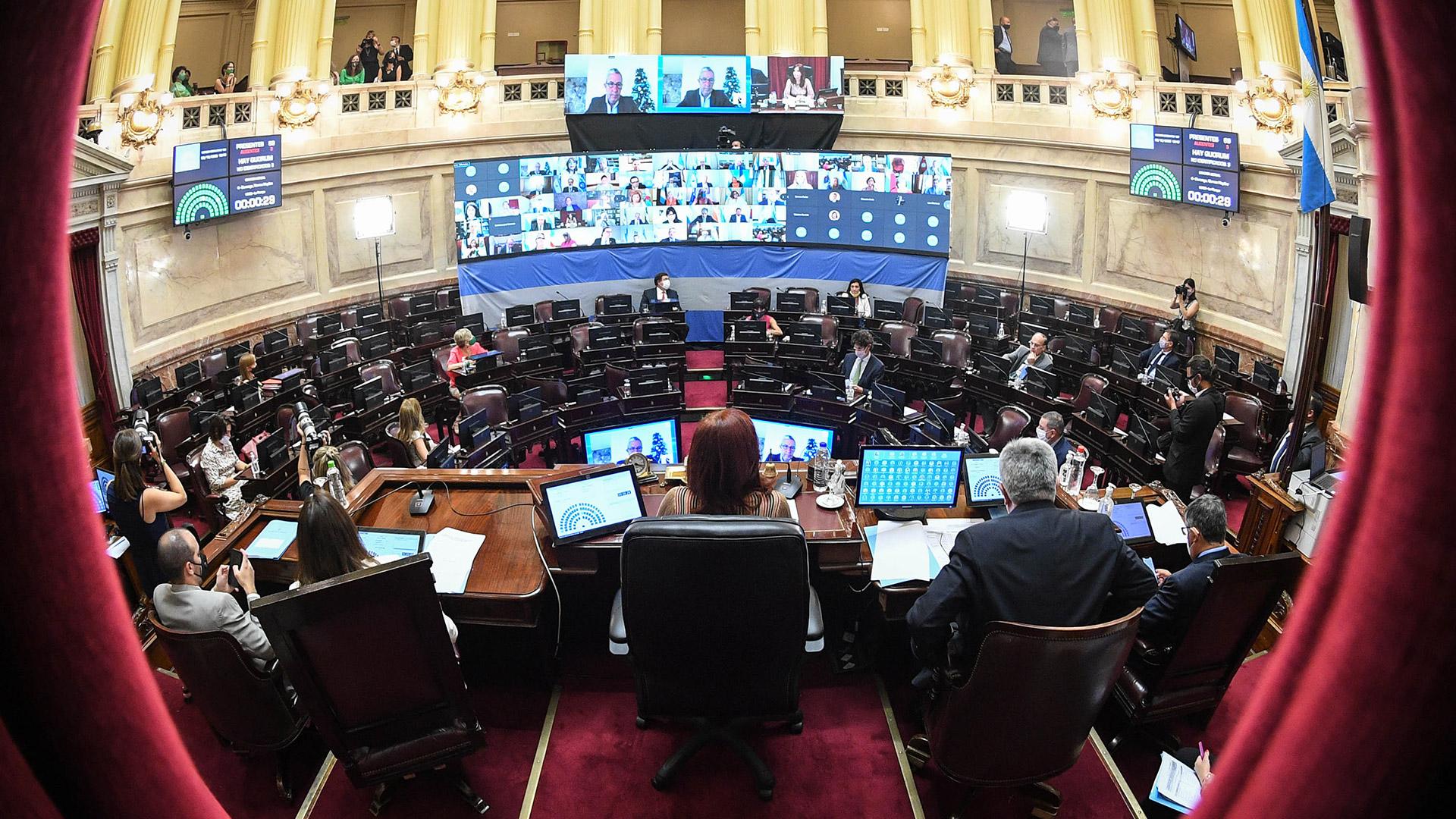 59 senadores pidieron la palabra para argumentar su en favor y en contra de la ley
