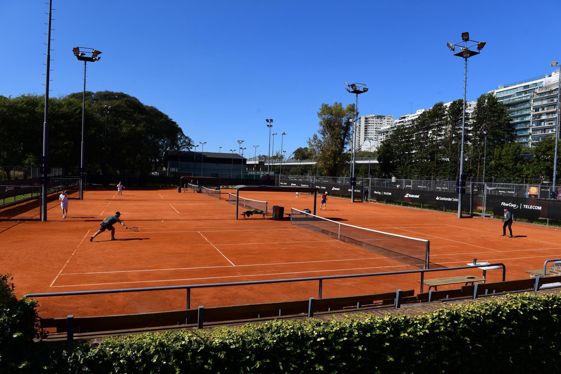 Una imagen del regreso de la actividad en el Racket Club