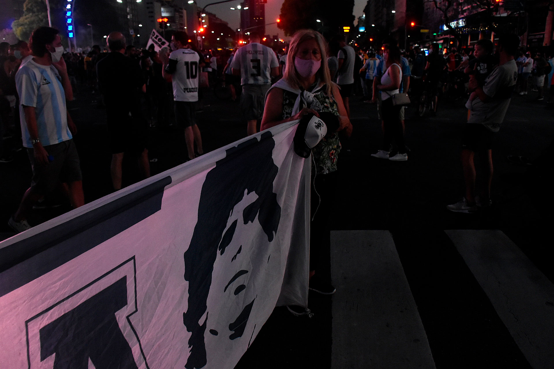 El rostro del Diez fue bandera, multiplicado por miles (Nicolás Stulberg)