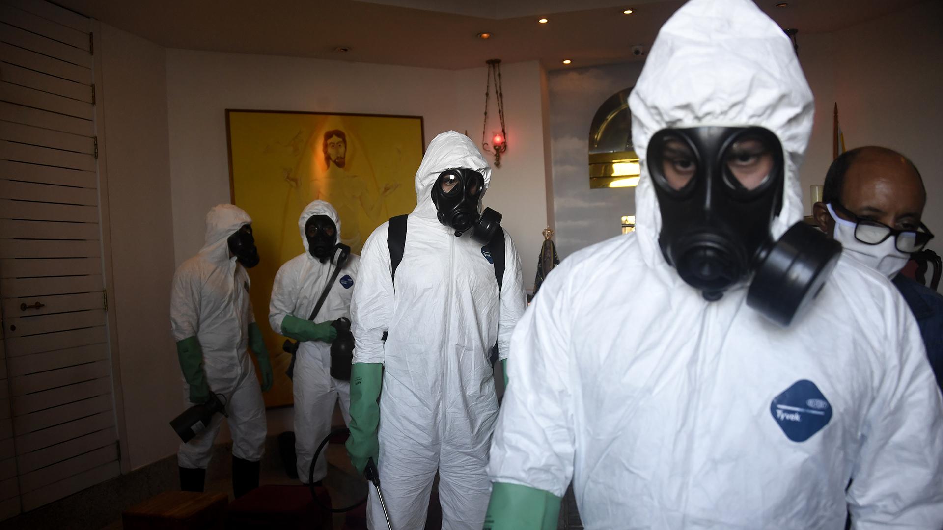 Se trabajó bastante en la desinfección (Mauro PIMENTEL / AFP)