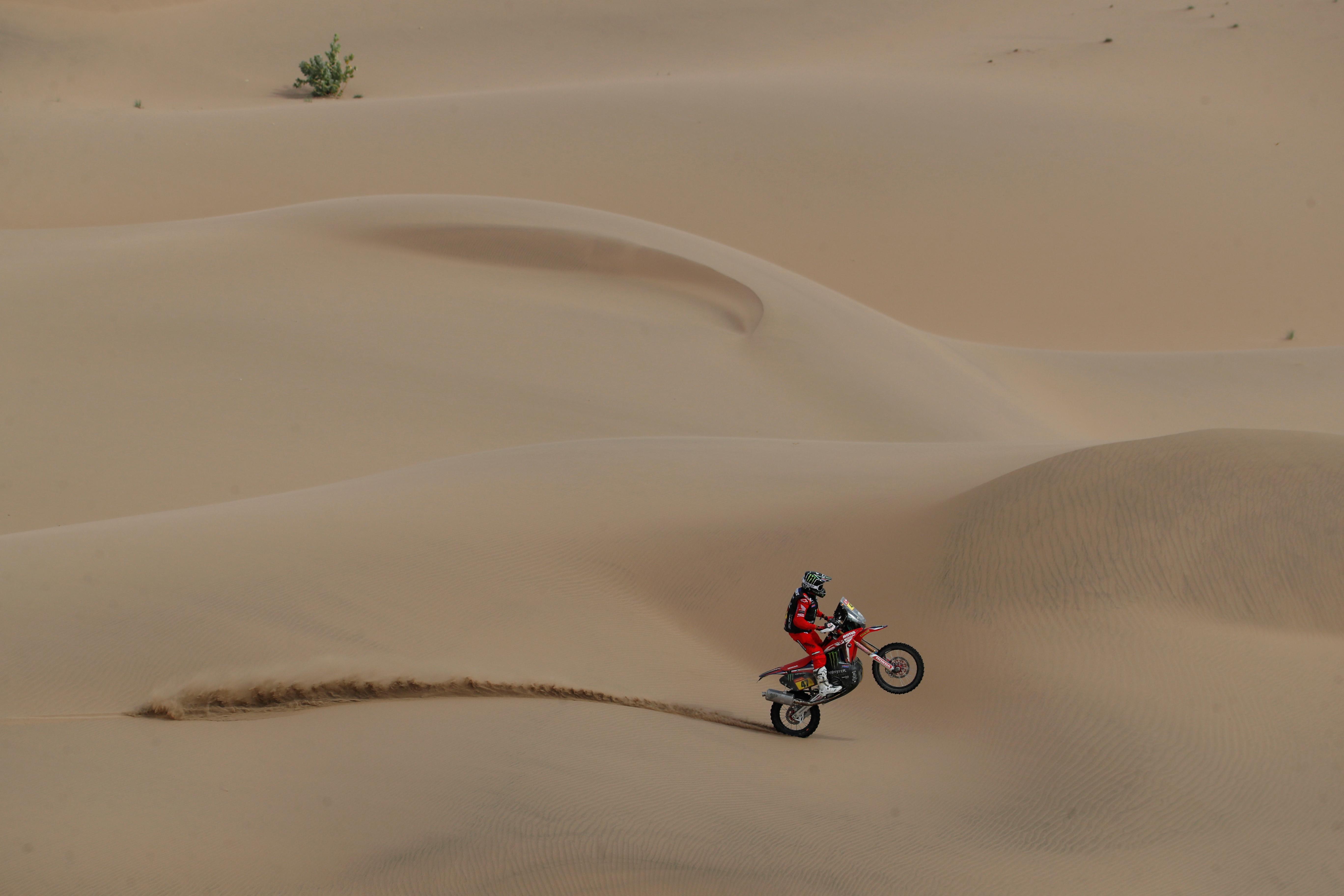 El argentino Kevin Benavides se adjudicó este viernes el Rally Dakar 2021 en la categoría motos, tras la finalización de la 12ª etapa