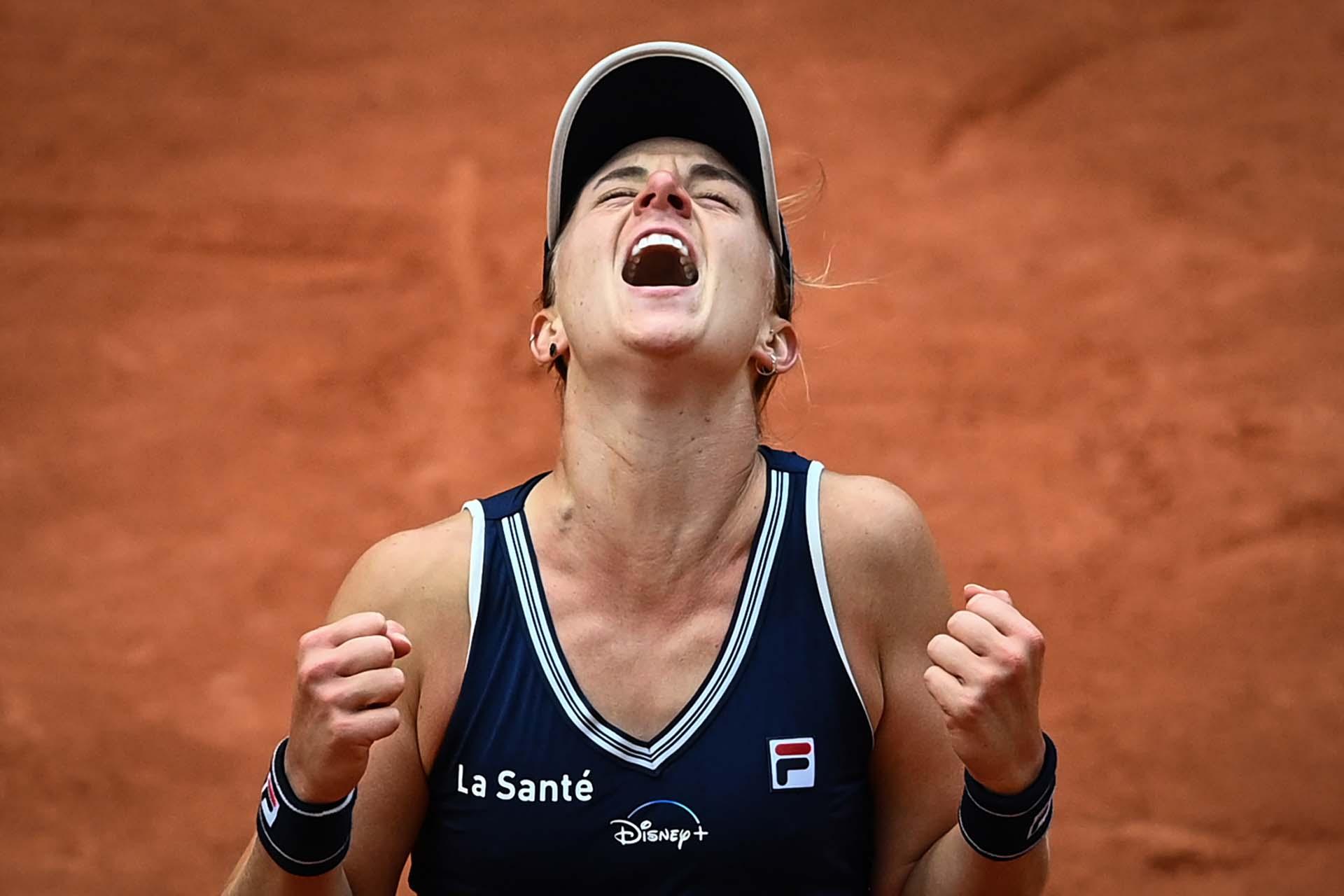 Nadia Podoroska, tal vez la deportista argentina más importante del año. La tenista rosarina de 23 años llegó a instancias de semifinales de Roland Garros contra todos los pronósticos. Inició la temporada en el puesto 258 del ranking y la finalizó en la ubicación 47. Fue elegida