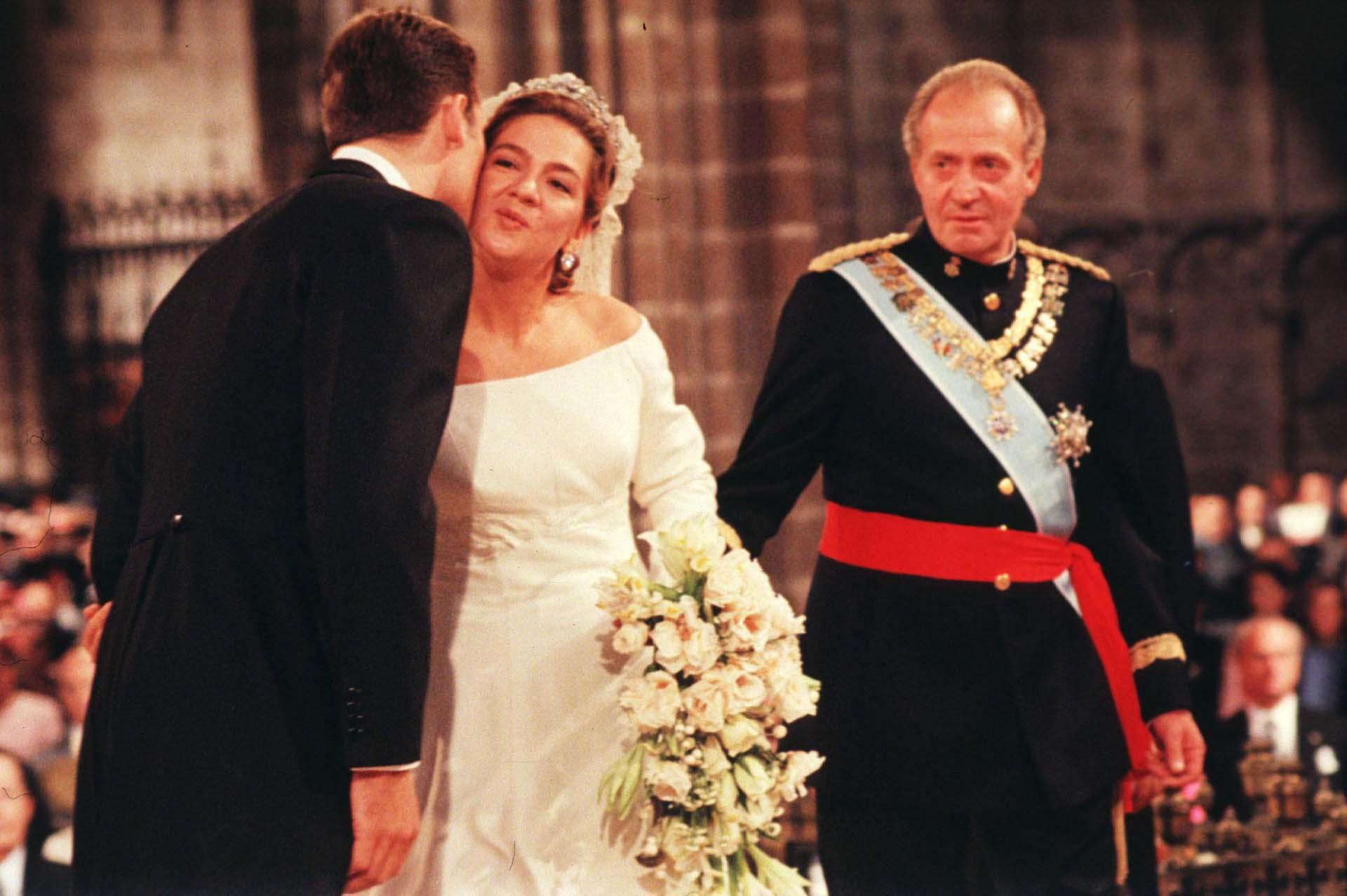 Otra boda real: la de la infanta Cristina con Iñaki Urdangarín, en Barcelona, en 1997 (Shutterstock)