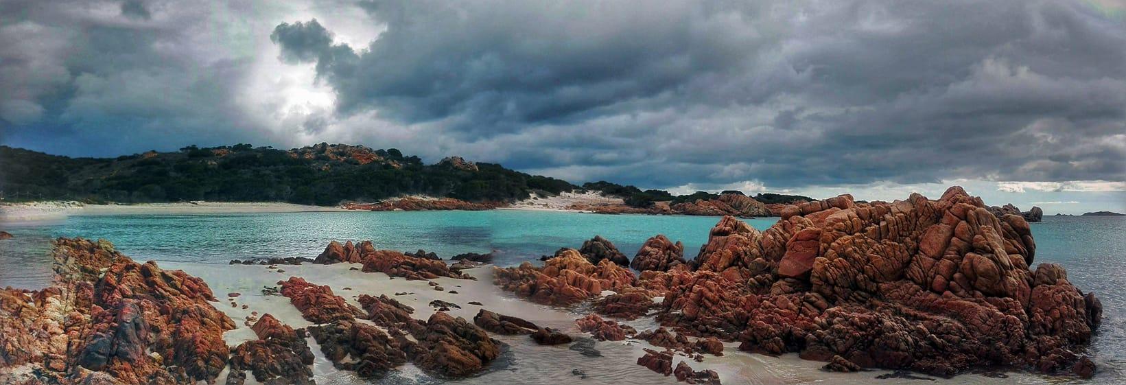 El paisaje de Budelli, la isla de la arena rosa, como se la conoce (Mauro Morandi)