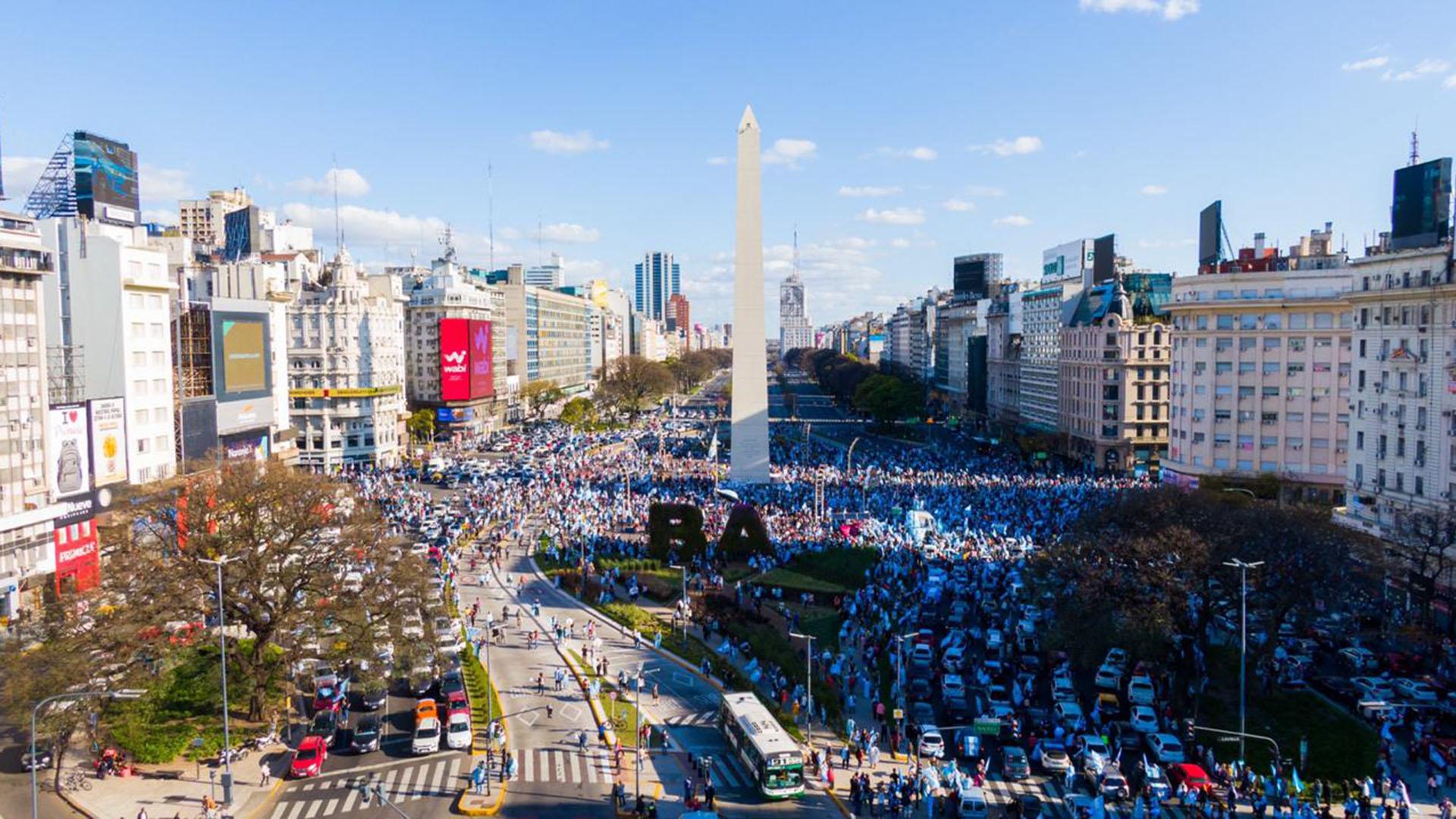 El centro porteño estuvo colmado de autos con manifestantes (Thomas Khazki)