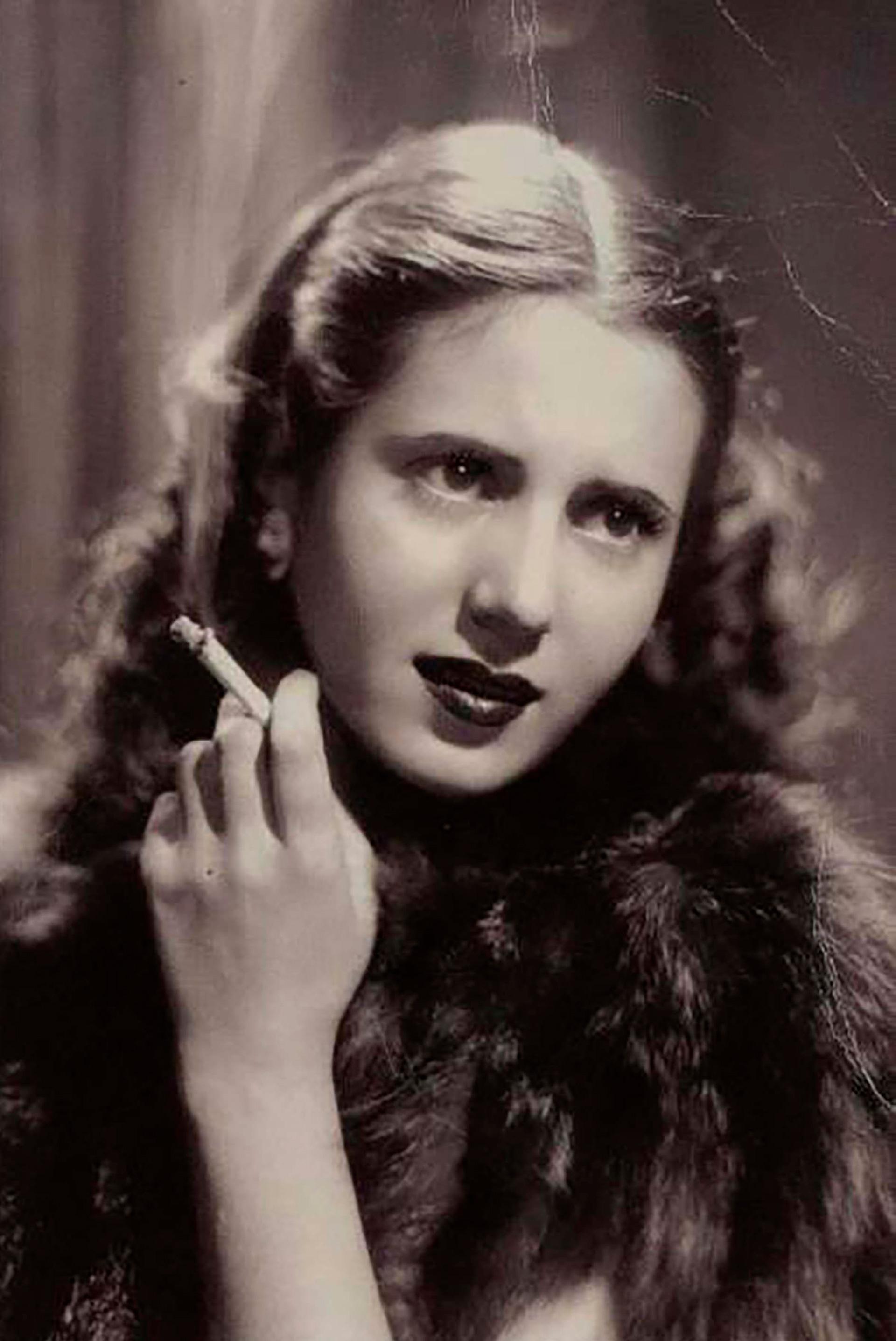 """En 1943 el ciclo radial """"Biografías de Mujeres Ilustres"""", especialmente concebido y redactado para ella. Un año después, en paralelo, adquiere el papel más importante en cine en el film """"La cabalgata del circo"""""""