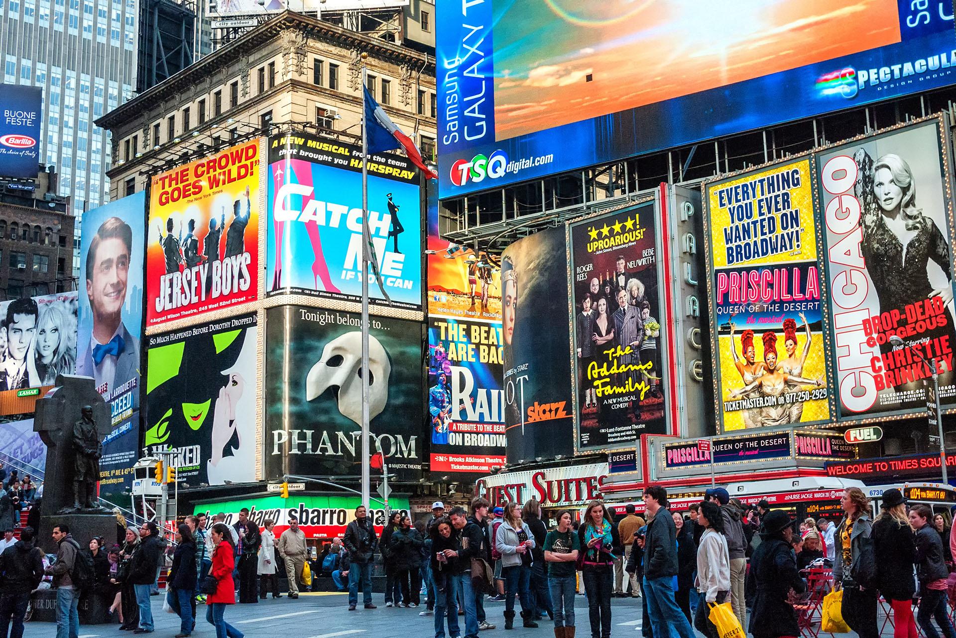 ANTES - Una multitud congregada en el Times Square, Nueva York (Shutterstock)