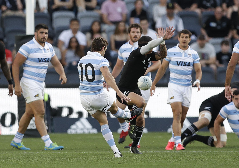 El apertura Nicolás Sánchez anotó todos los puntos de Los Pumas (AP Photo/Rick Rycroft)