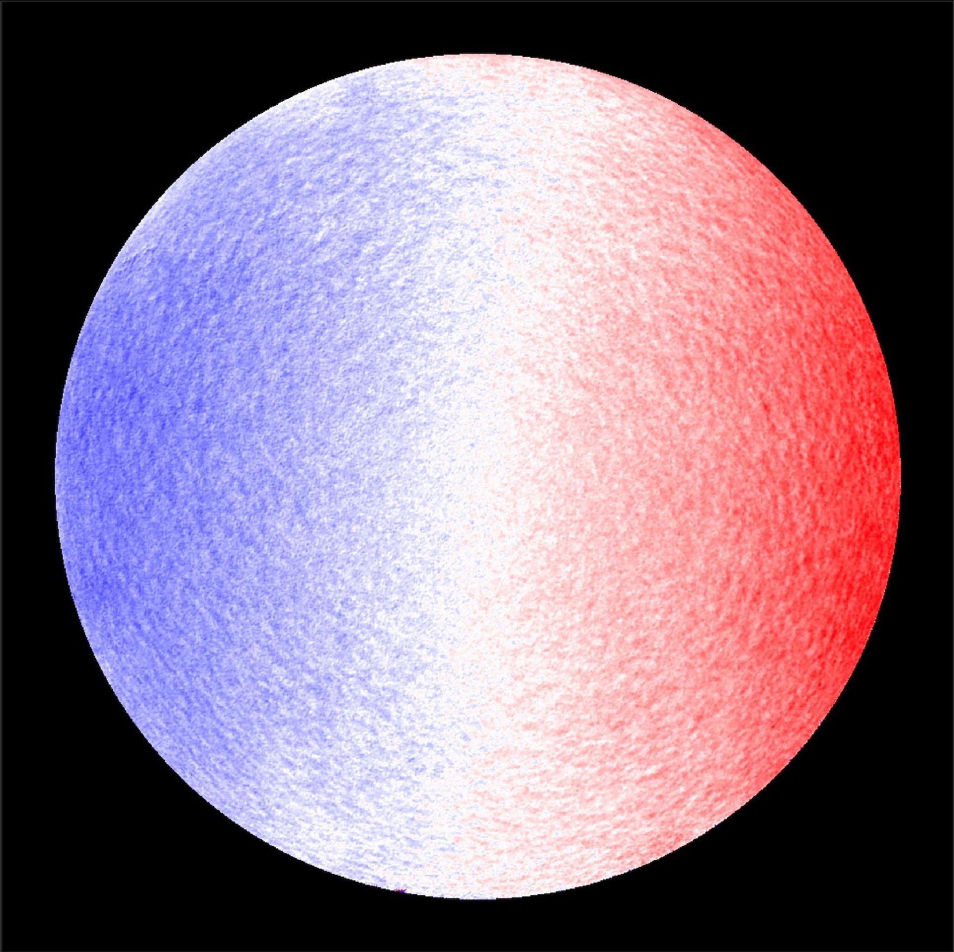 La imagen muestra la velocidad de la línea de visión del Sol, con el lado azul girando hacia nosotros y el lado rojo alejándose. El Solar Orbiter es una misión espacial de colaboración internacional entre la ESA y la NASA (EFE/EPA/SOLAR ORBITER/PHI TEAM/ESA &)