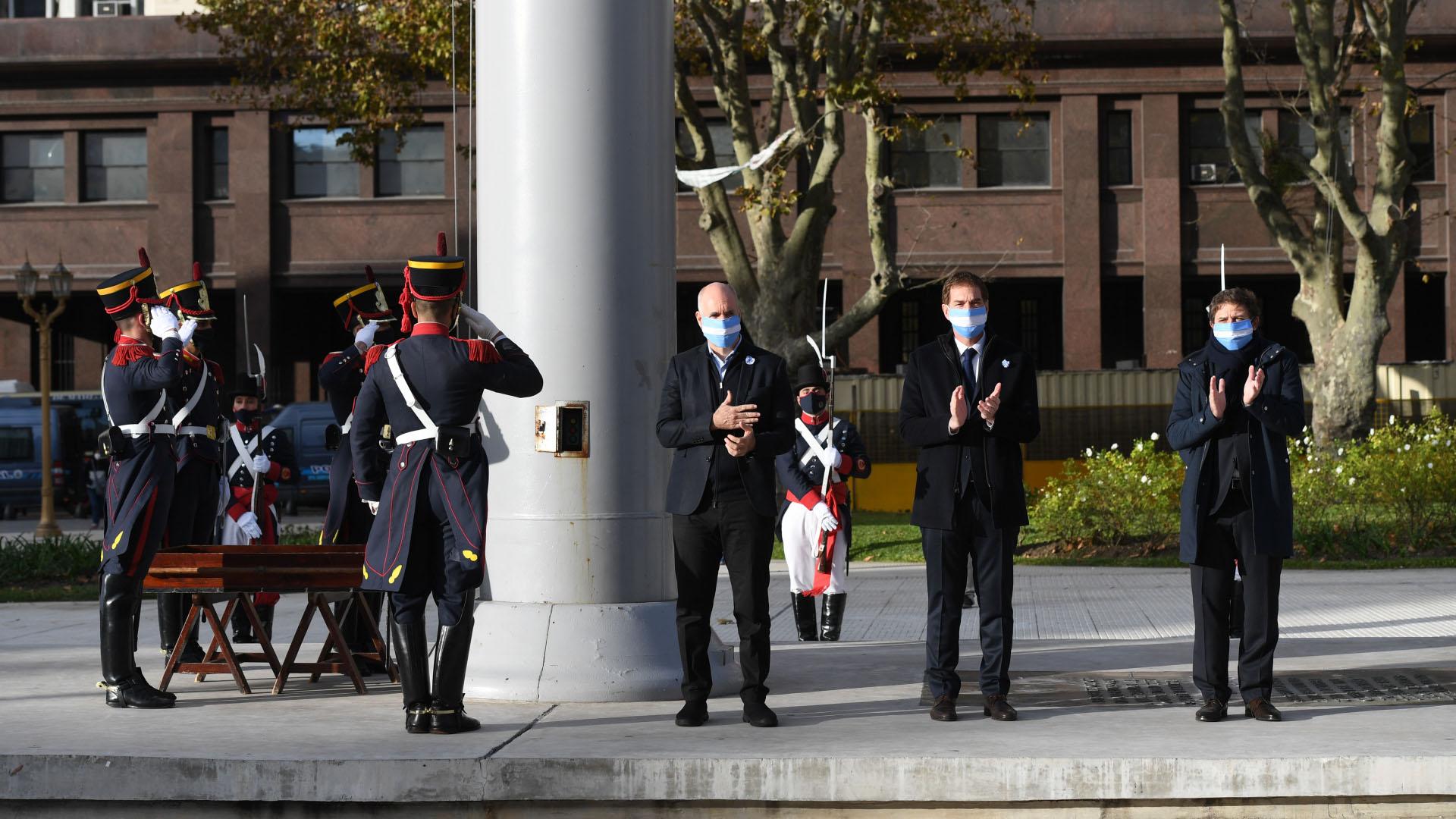 El acto de izamiento de la bandera se realizó durante la mañana