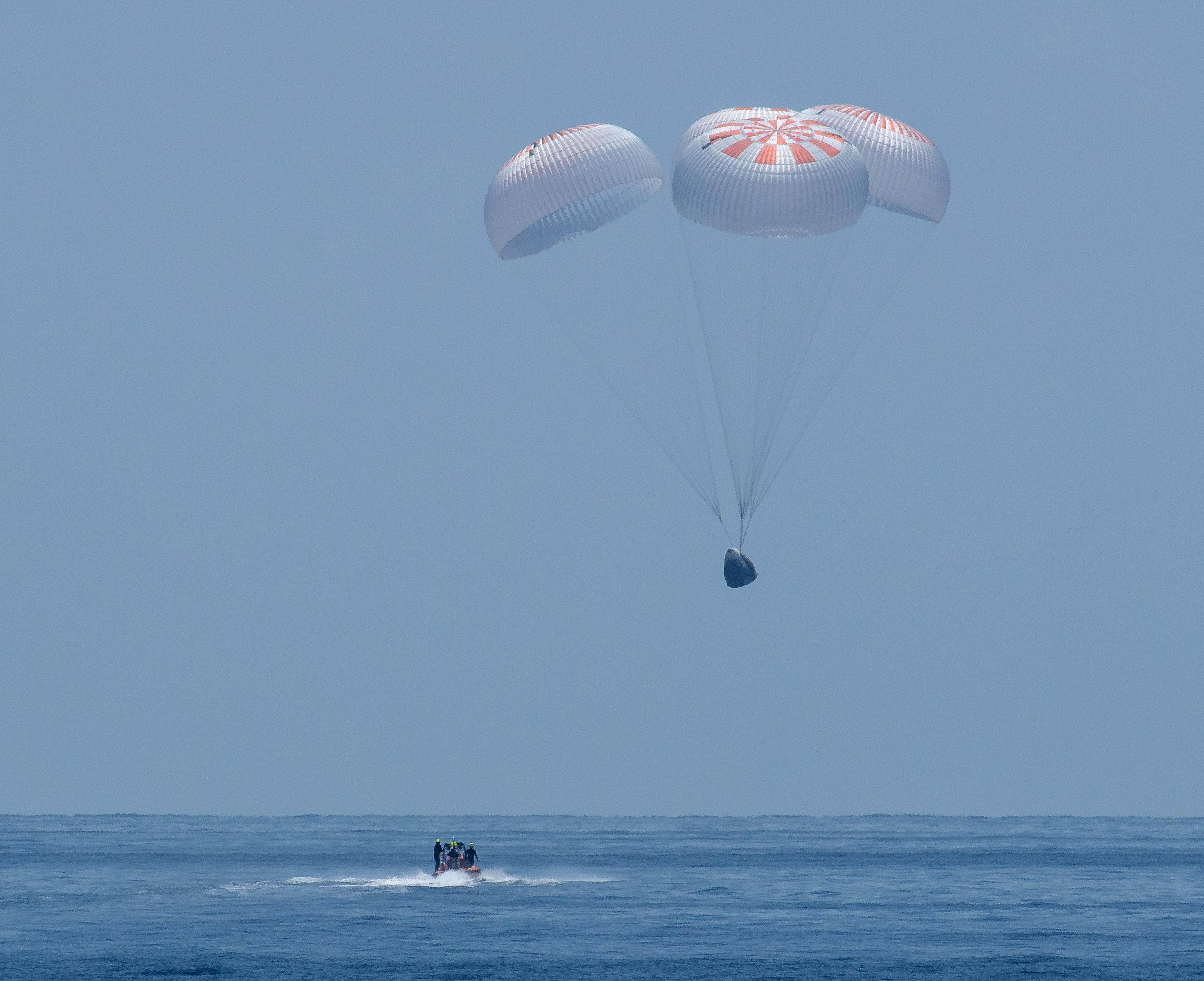 El momento del amerizaje (NASA/Bill Ingalls/Handout via REUTERS)