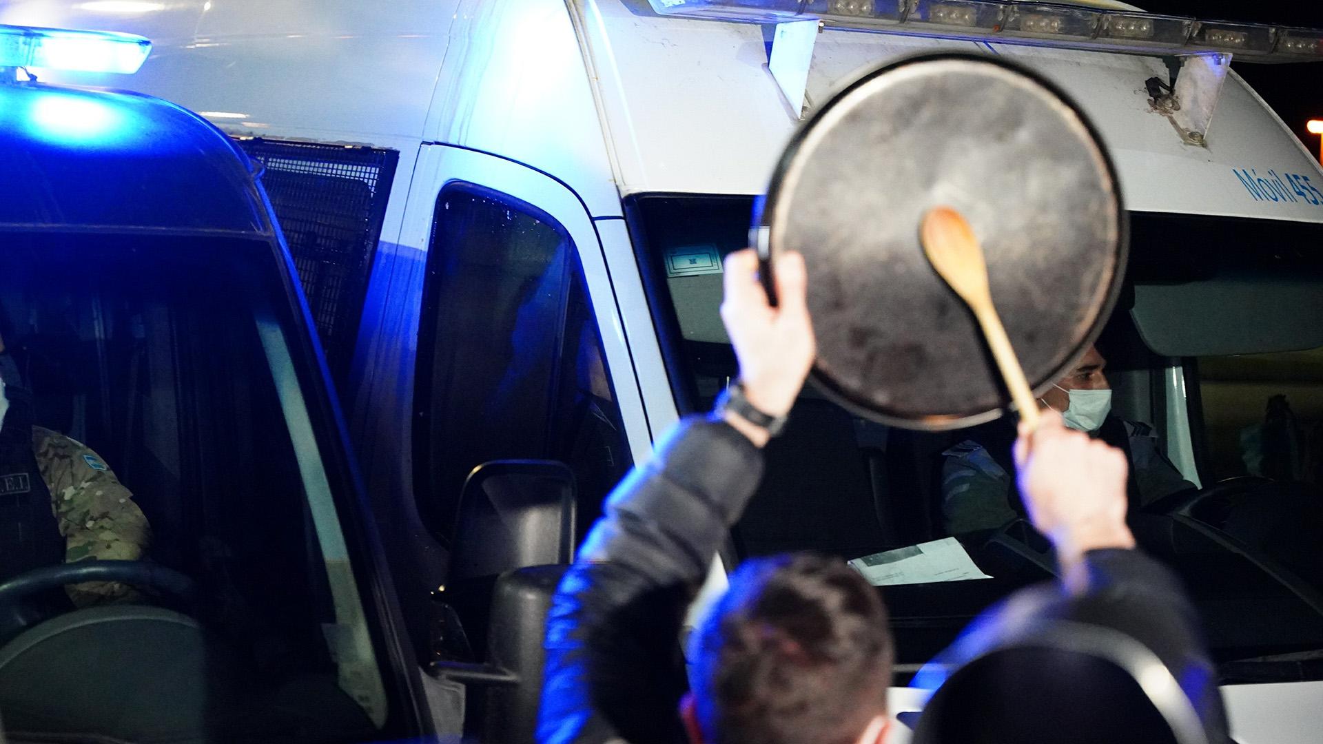 La protesta de los vecinos le impidió a Báez llegar al country y debió volver al penal de Ezeiza