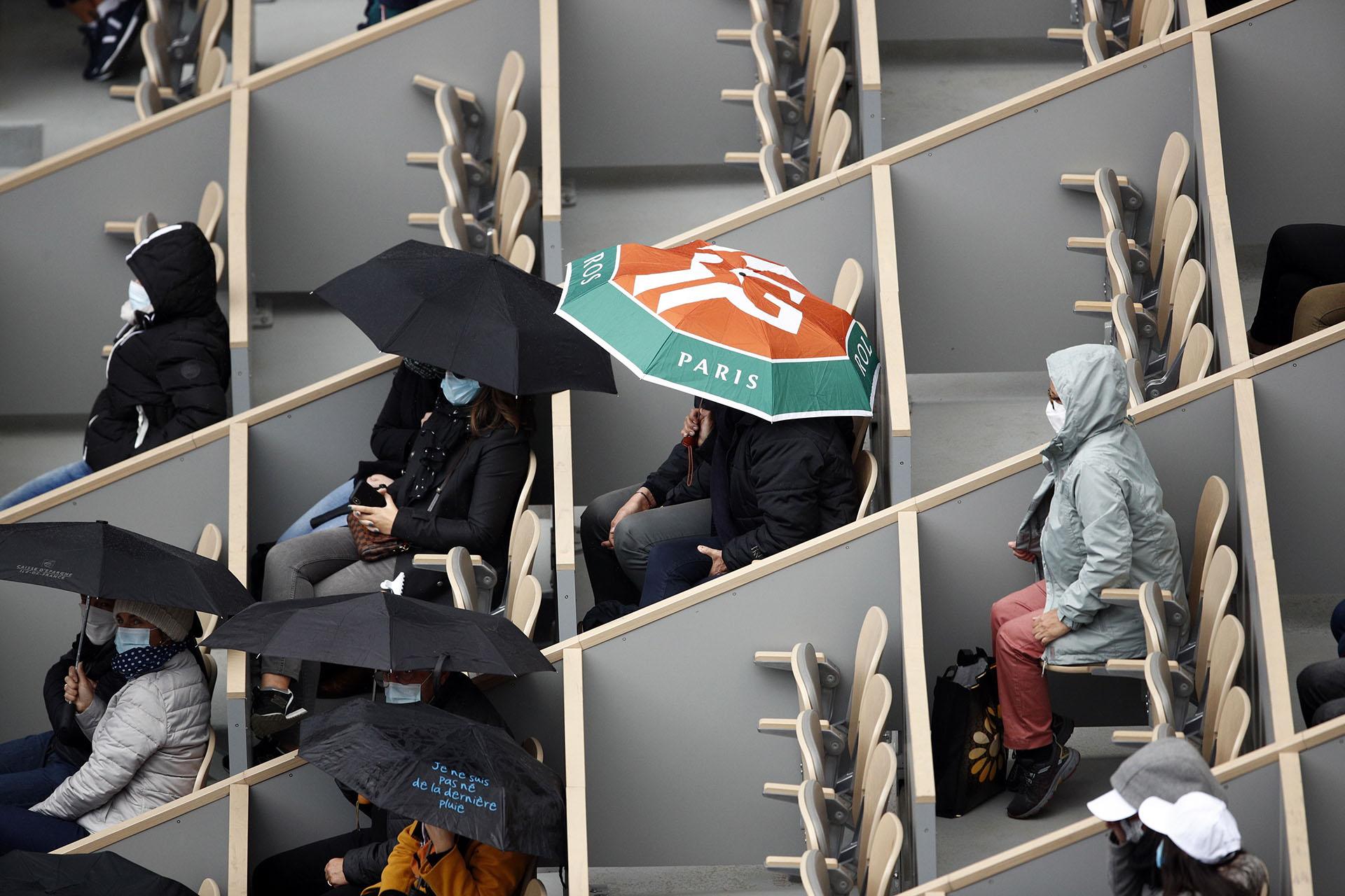 El poco público presente disfrutó del triunfo de Podoroska ante Elina Svitolina (EFE/EPA/YOAN VALAT)