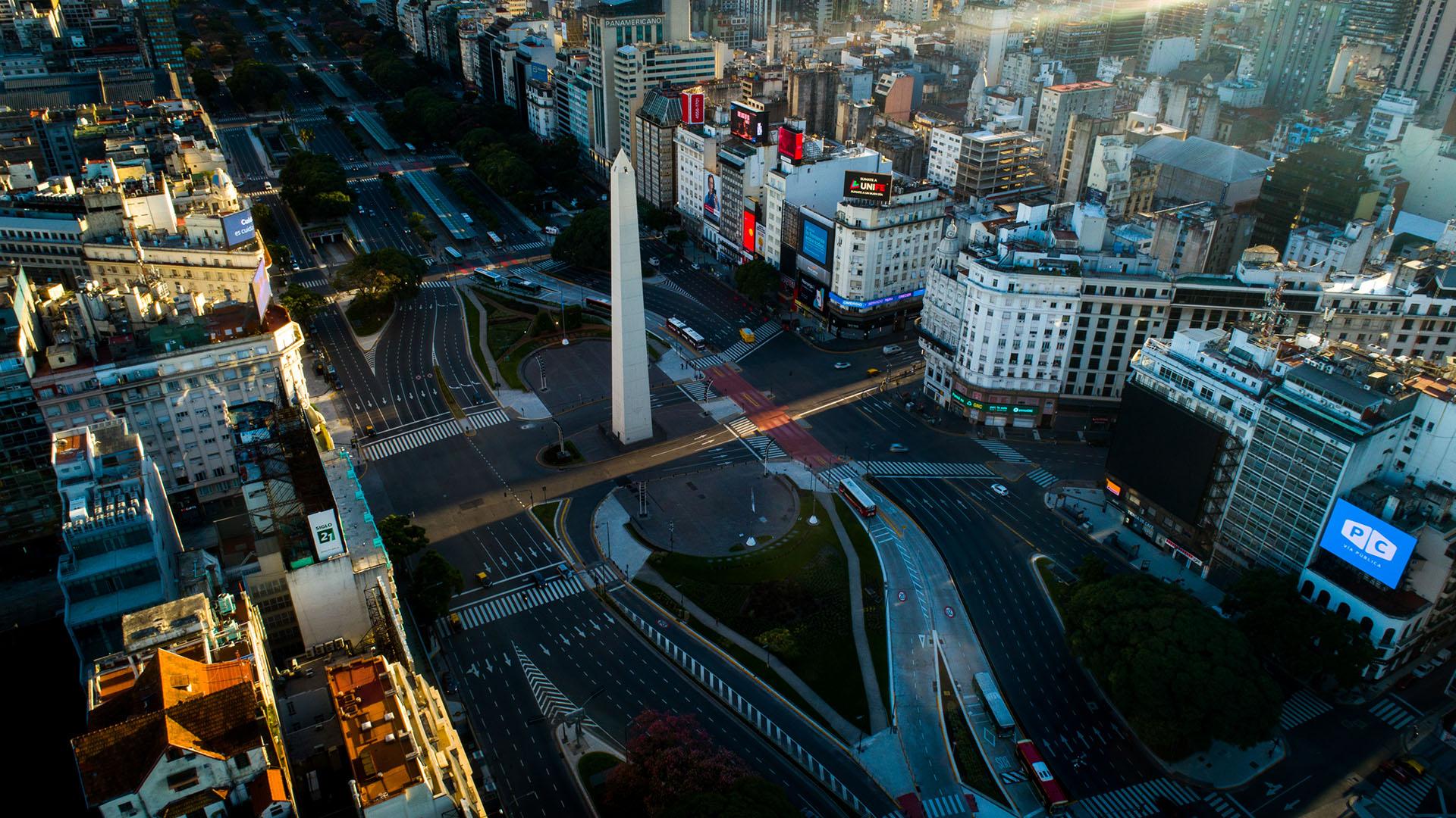 El Obelisco y la 9 de Julio desierta (Thomas Khazki)