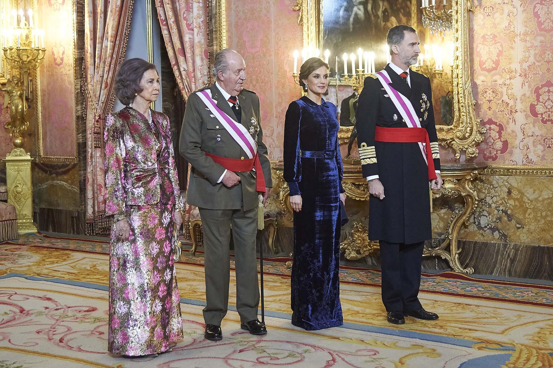 Sofía, Juan Carlos, junto a los actuales monarcas, Letizia y Felipe VI, en Madrid en 2018 (Shutterstock)