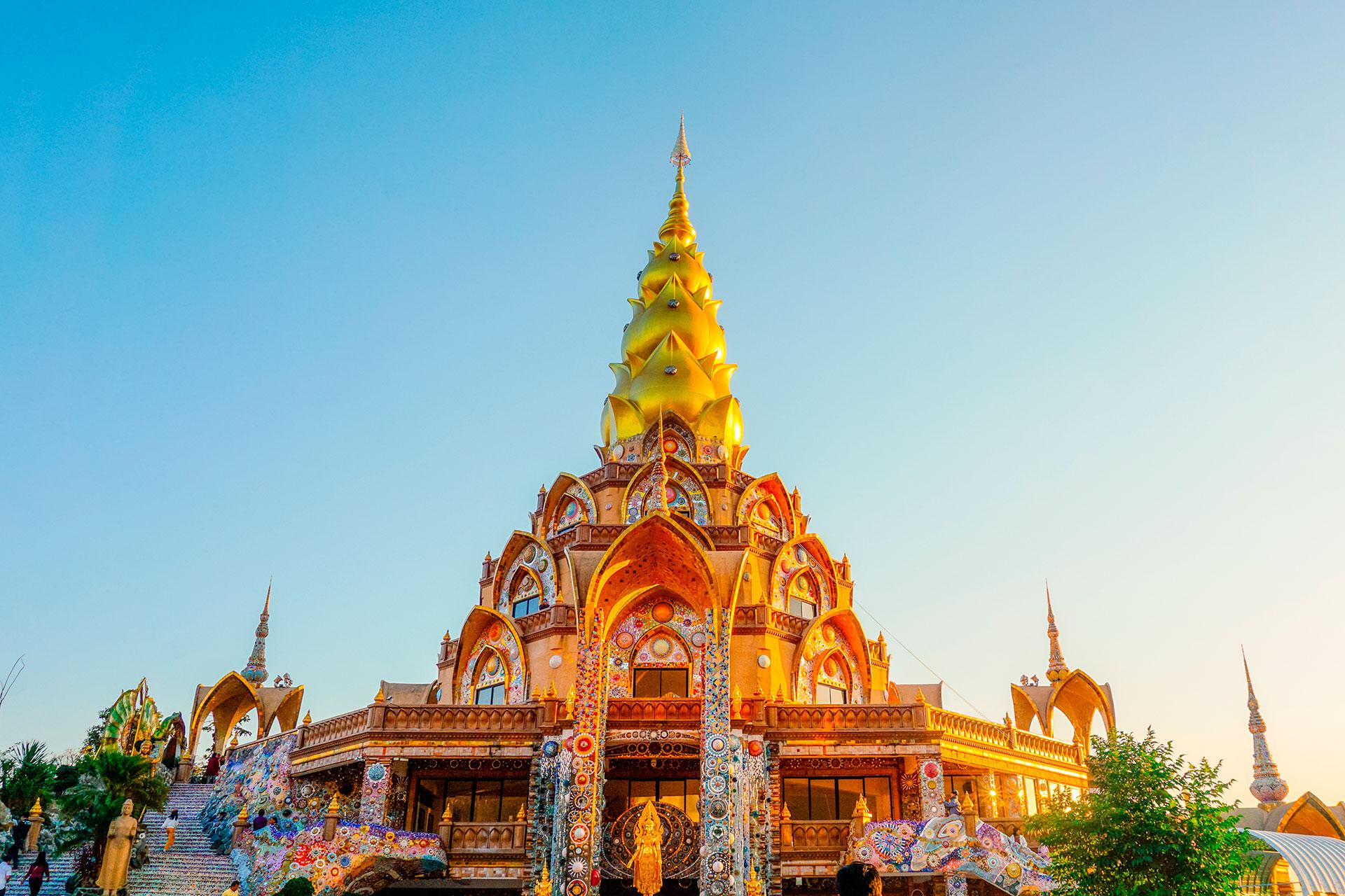 Tailandia, que obtiene el 9,82% de su PIB del turismo, registró más de 3.000 casos de coronavirus. Las fronteras están cerradas hasta al menos el 30 de junio. Planea una reapertura gradual para los turistas, lo que podría significar que los visitantes solo pueden ir a ciertas partes del país. También podría involucrar