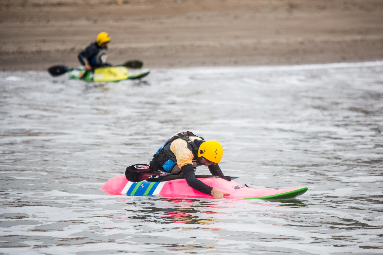El kayakismo es otra de las prácticas acuáticas que quedó liberada en esta prueba piloto. Si todo va bien, seguirá.