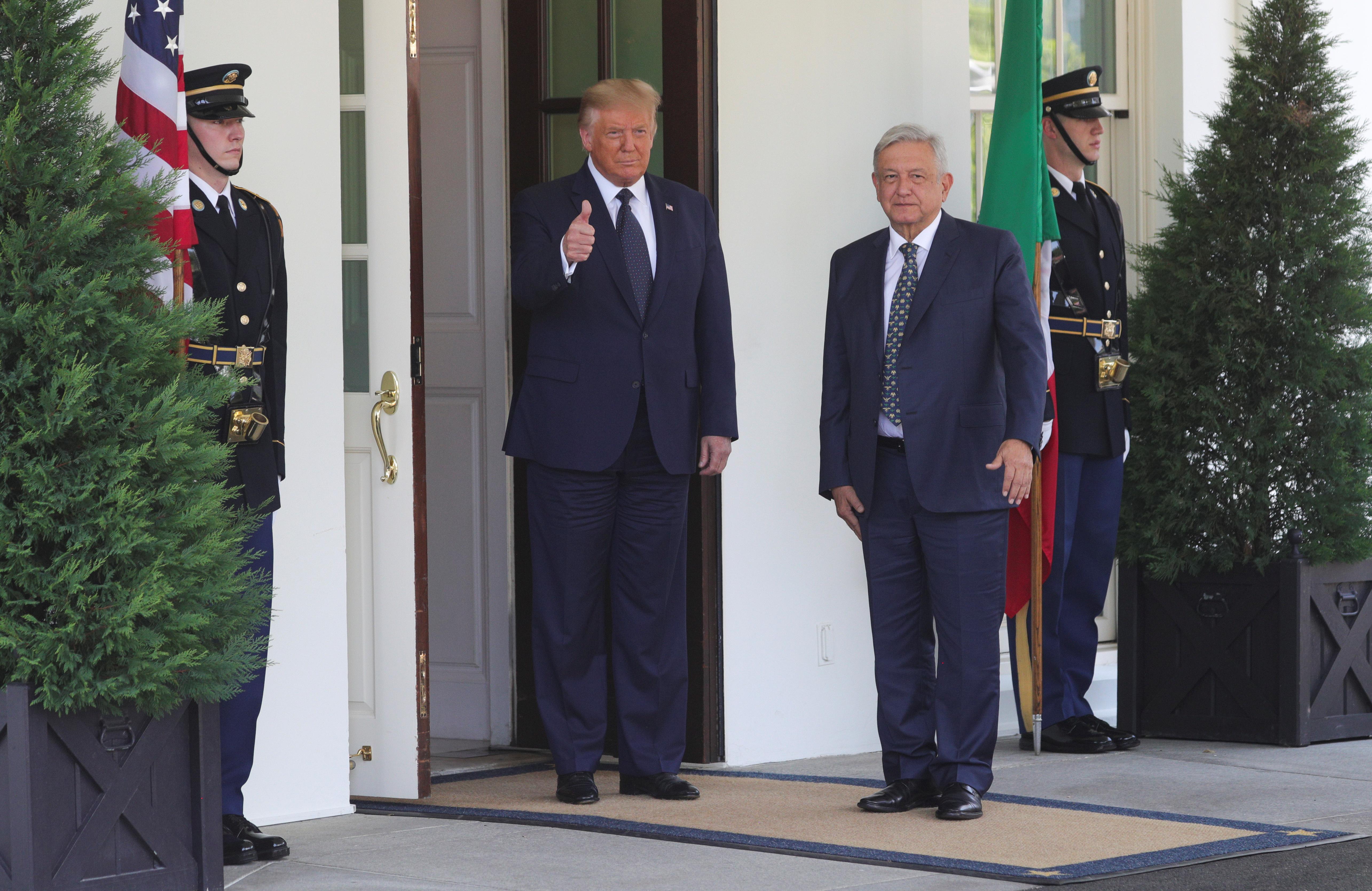 El presidente de los Estados Unidos, Donald Trump, da la bienvenida al presidente de México, Andrés Manuel López Obrador, en la Casa Blanca en Washington, EE. UU., 8 de julio de 2020. (Foto: REUTERS / Tom Brenner)