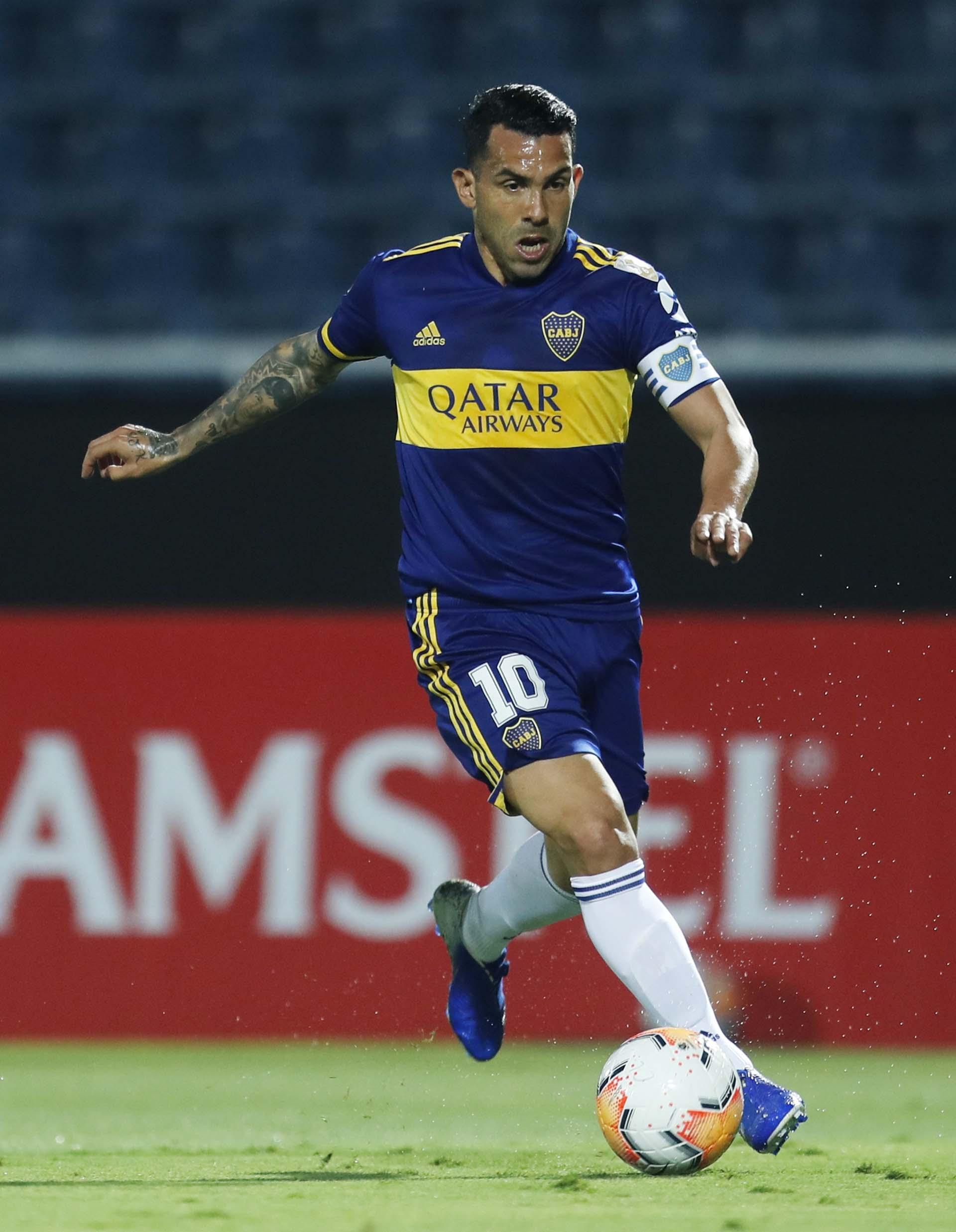 Tevez, capitán de Boca en el reinicio de la Copa Libertadores (REUTERS/Jorge Saenz)