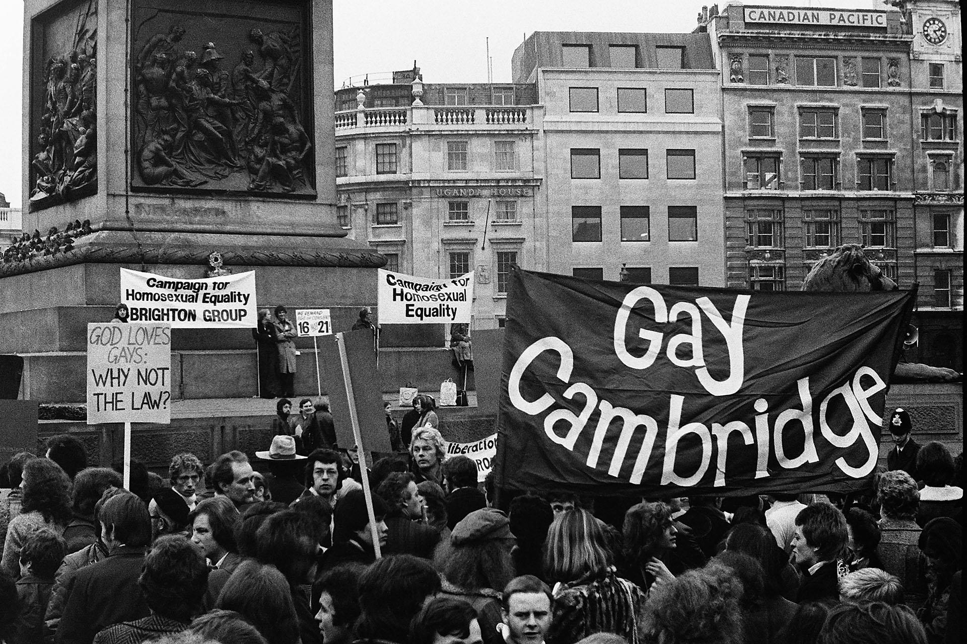 En Londres, Inglaterra, se estima que entre 500 y 1000 manifestantes se congregaron el 28 de agosto de 1971 en la simbólica Trafalgar Square
