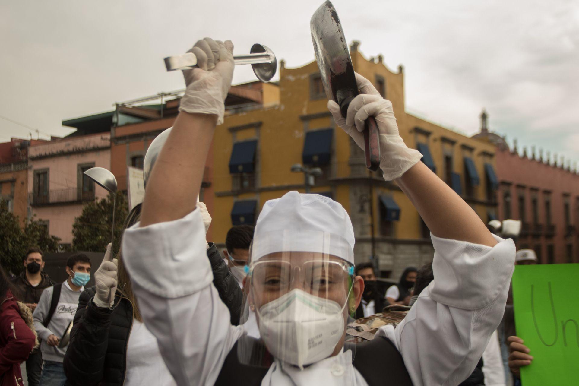 11 de enero de 2021, Ciudad de México. Restauranteros de la Capital, se manifestaron en las inmediaciones del Palacio Nacional, para exigir con un