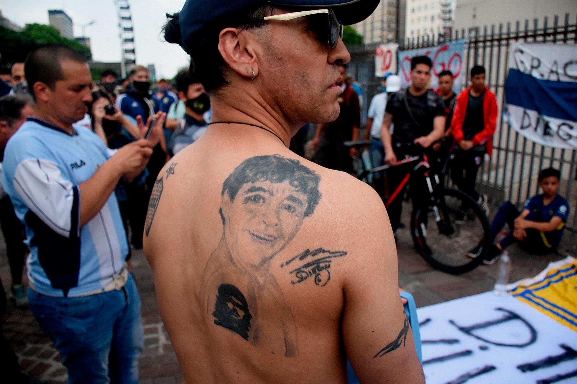 Los tatuajes, otro tributo a Maradona (Nicolás Stulberg)