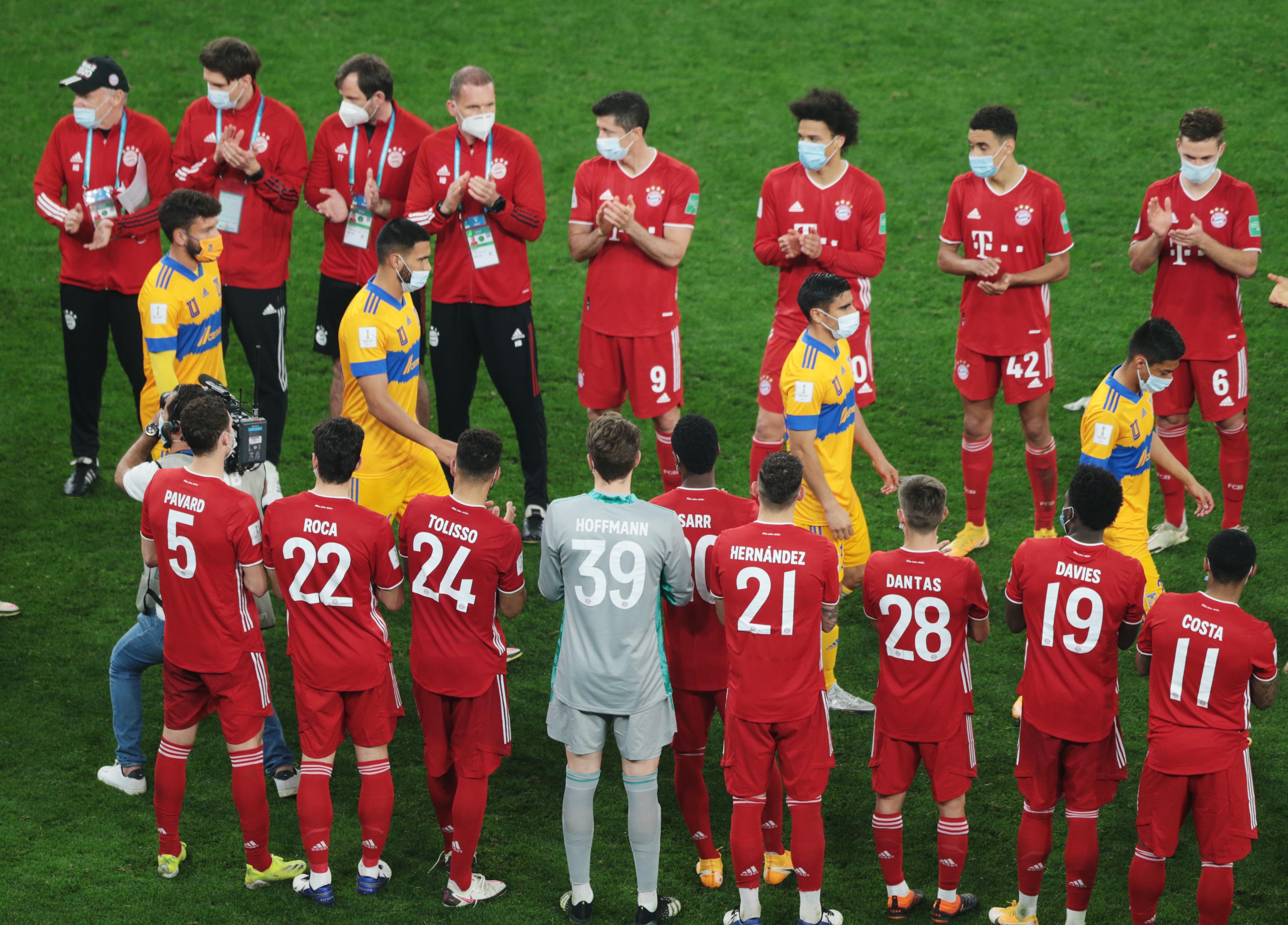 Jugadores de Bayern Múnich le aplauden a Tigres.