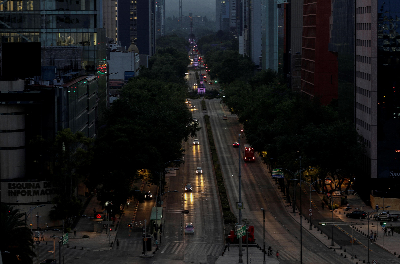 Una vista general de la avenida Roma en la Ciudad de México, en tiempos de cuarentena y coronavirus (REUTERS/Henry Romero)