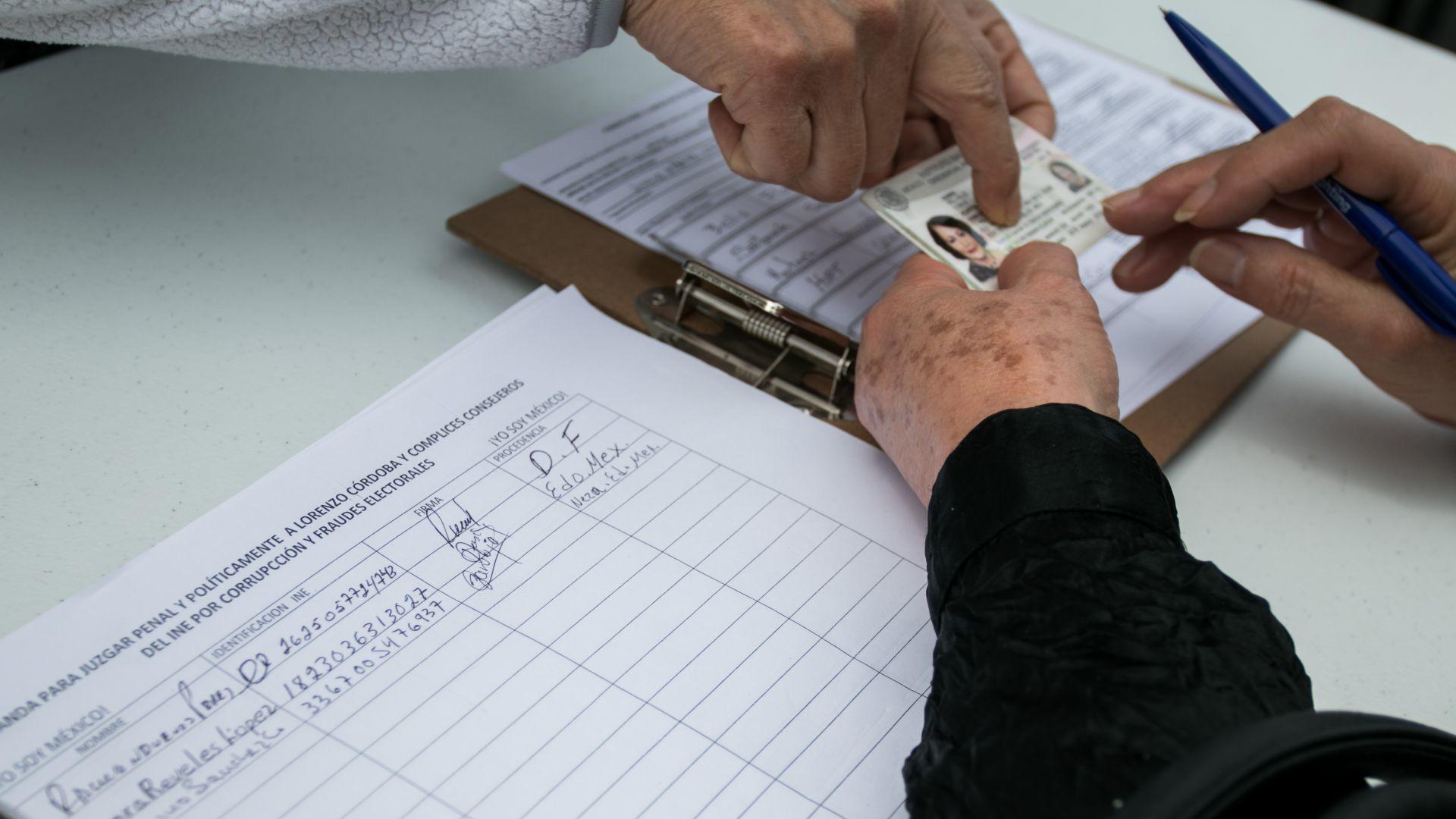 Aprobaron el formato de recolección de firmas para consulta popular que  busca enjuiciar ex presidentes - Infobae