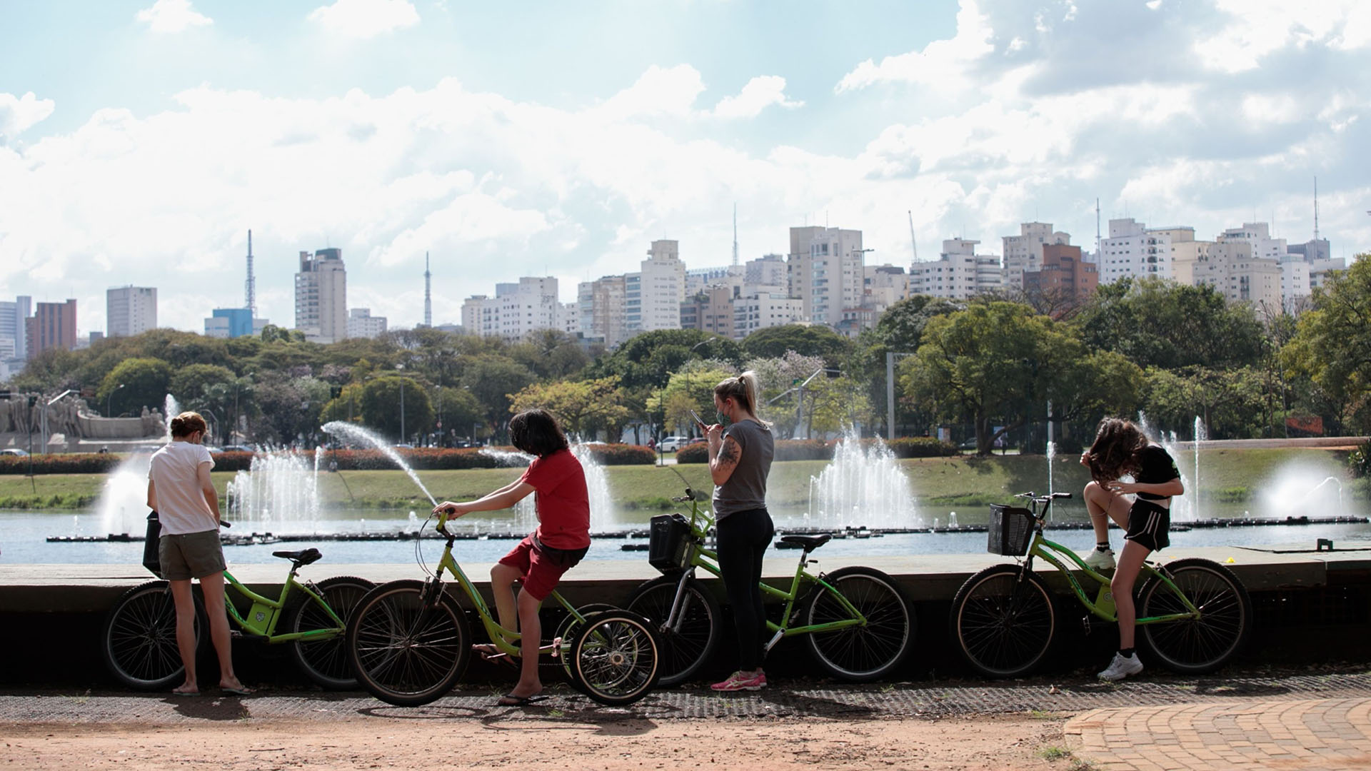 Personas en bicicleta (Patricia Monteiro/Bloomberg)