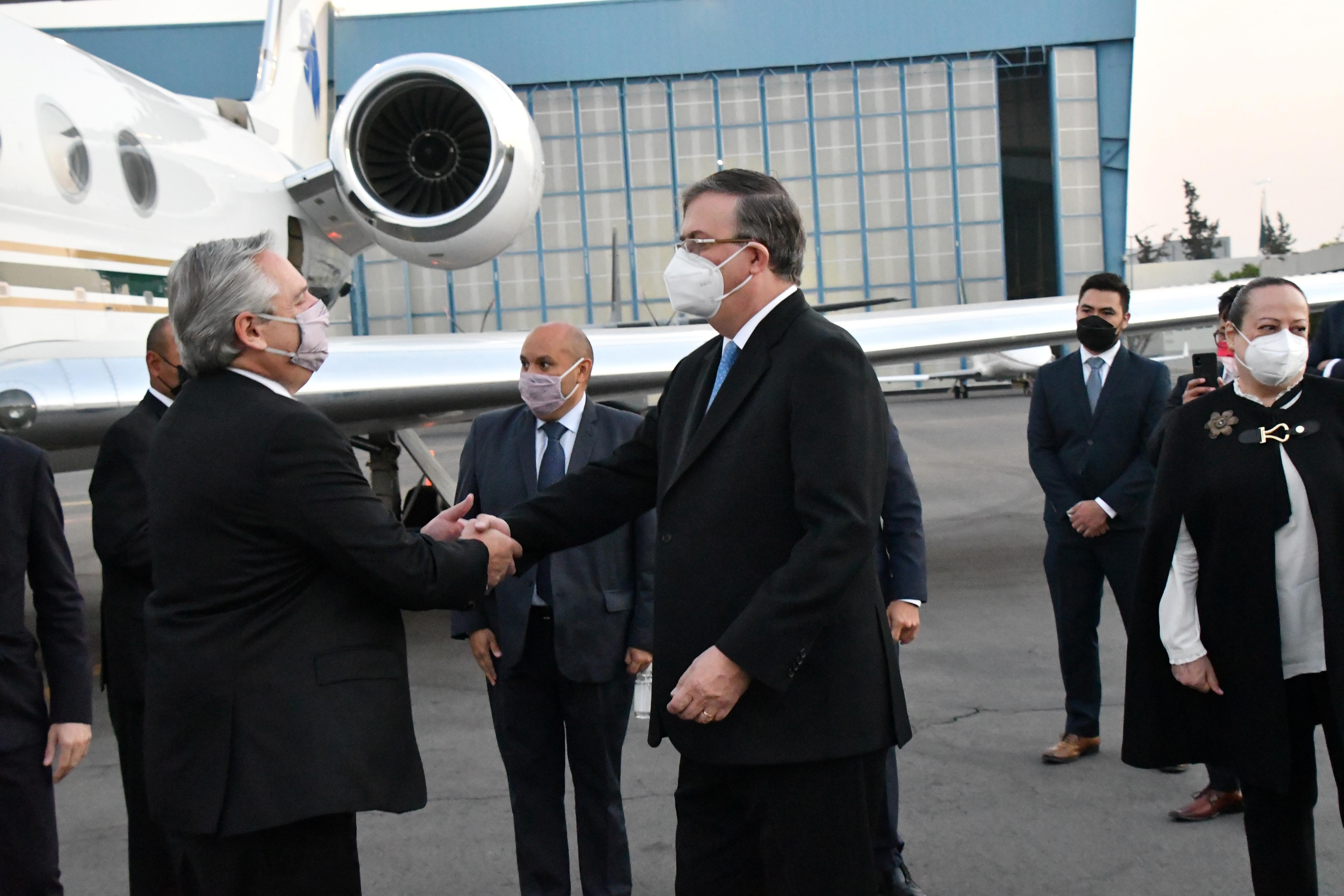 El presidente de Argentina Alberto Fernández y el secretario de Relaciones Exteriores de México, Marcelo Ebrard.