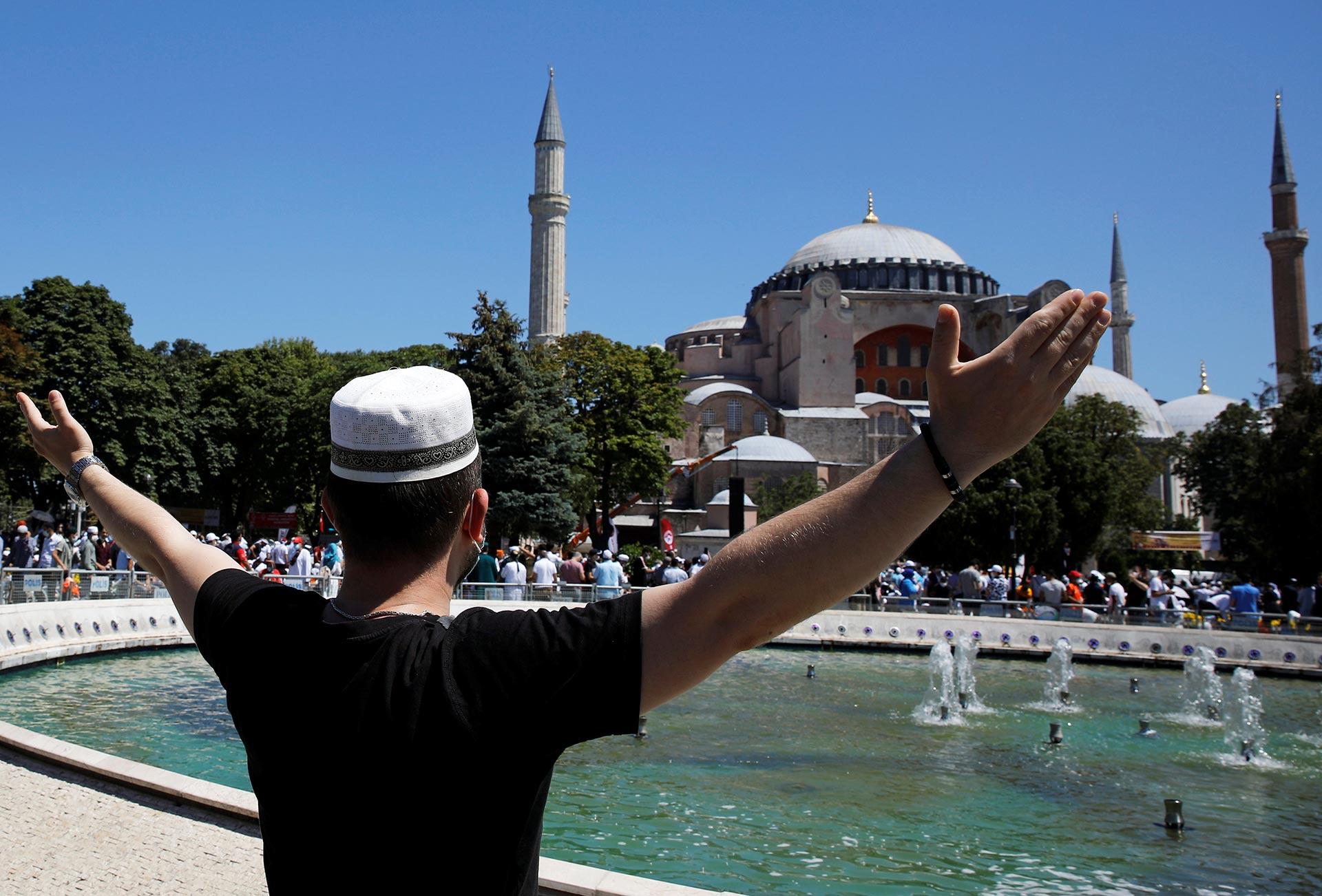El rezo es multitudinario (Reuters)