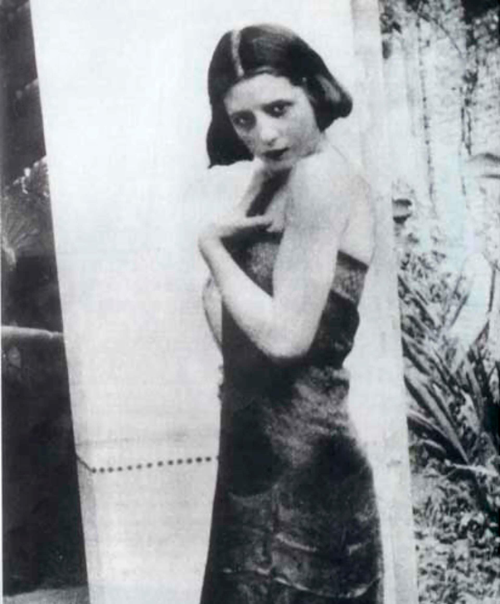 Eva había decidido irse a Buenos Aires para desarrollar su carrera actoral. Llegó a la gran metrópolis con apenas 15 años. La carrera artística era uno de los pocos caminos hacia la independencia para una mujer